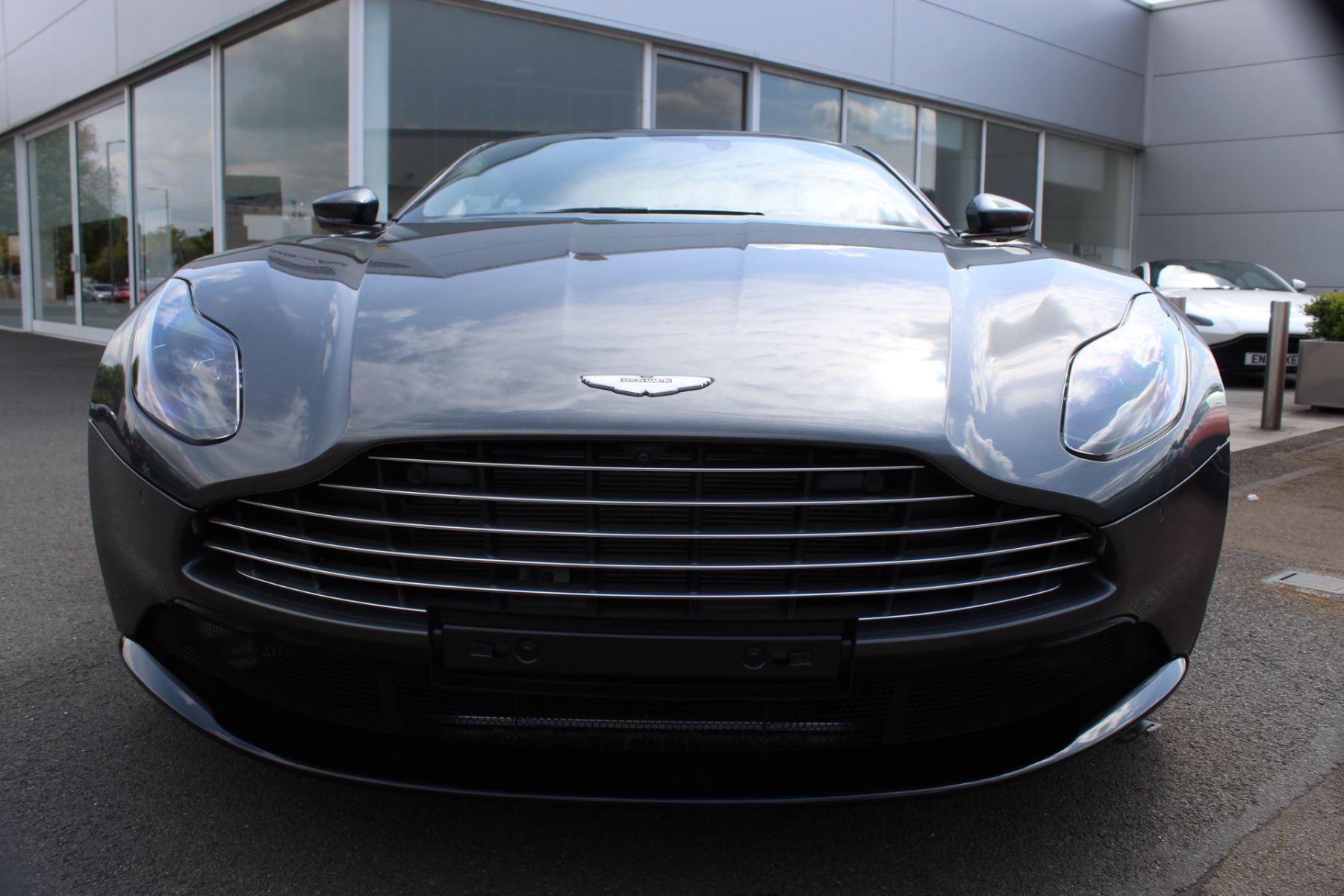 Aston Martin DB11 V8 Touchtronic image 2