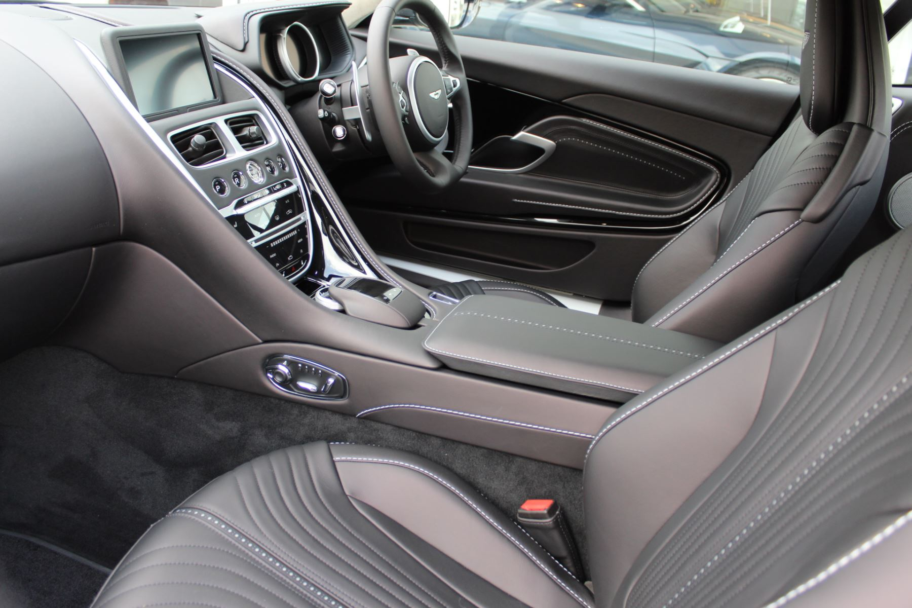 Aston Martin DB11 V8 Touchtronic image 9