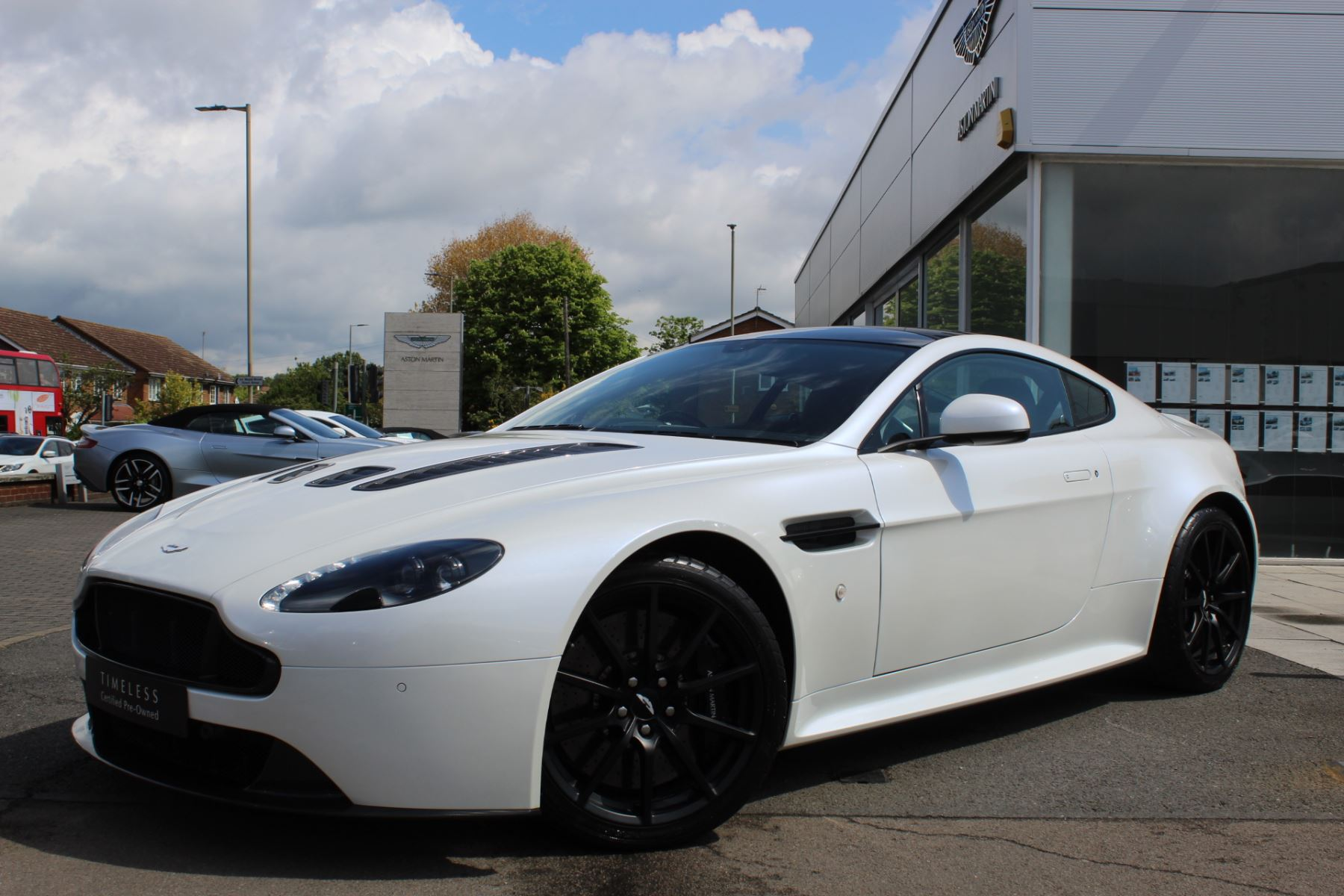Aston Martin V12 Vantage S Coupe S 2dr Sportshift III 5.9 Automatic 3 door Coupe (2015.25) image
