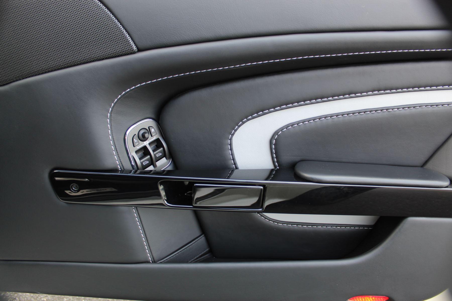 Aston Martin V12 Vantage S Coupe S 2dr Sportshift III image 16
