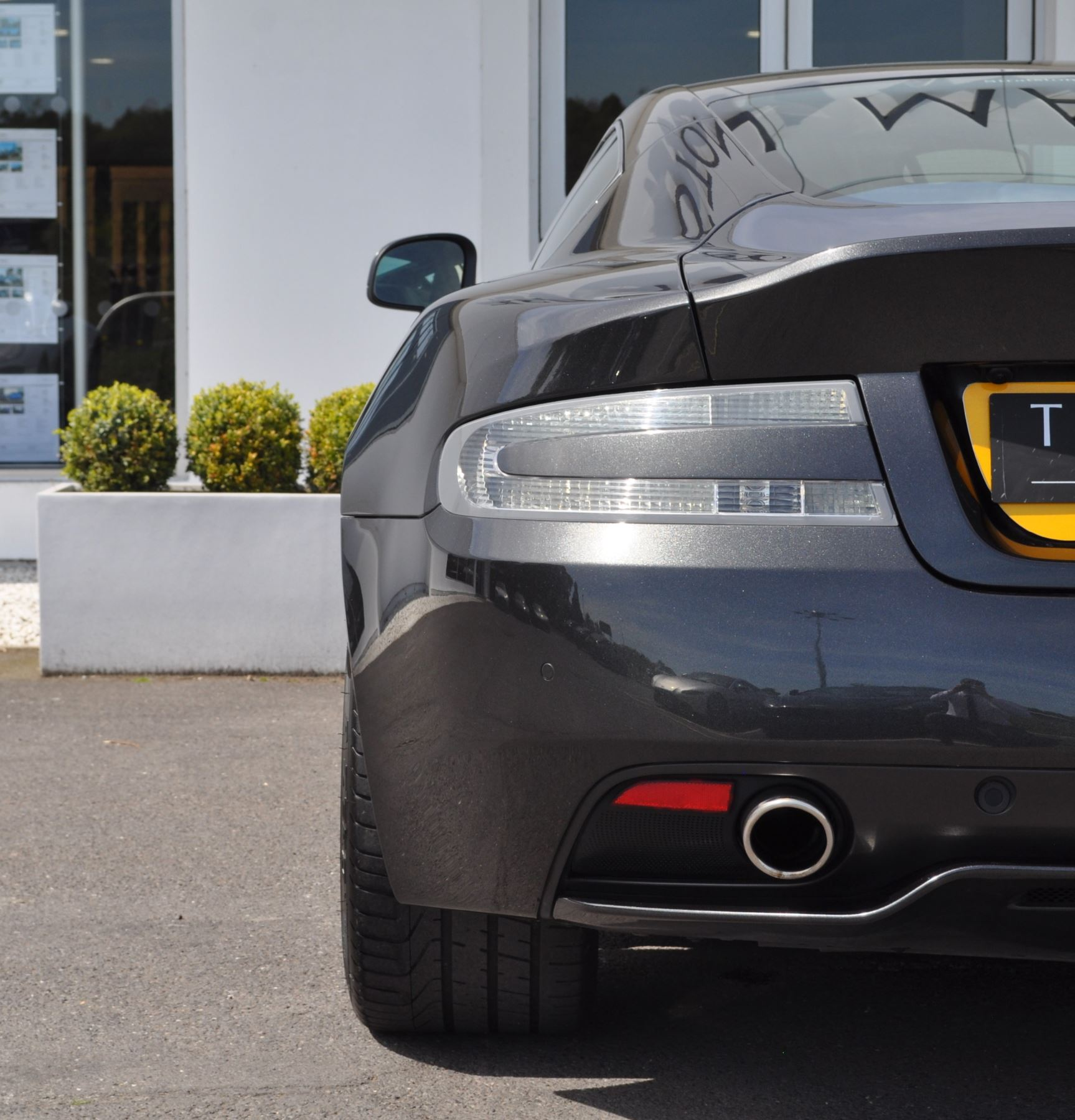 Aston Martin DB9 V12 2dr Touchtronic image 16
