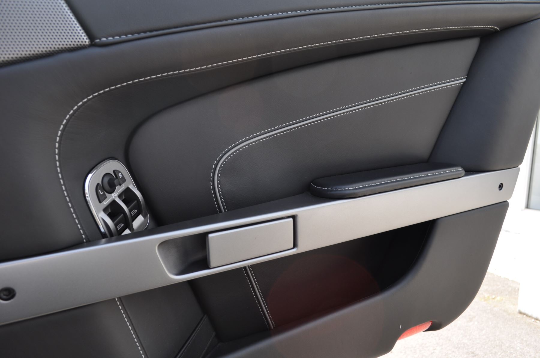 Aston Martin DB9 V12 2dr Touchtronic image 31