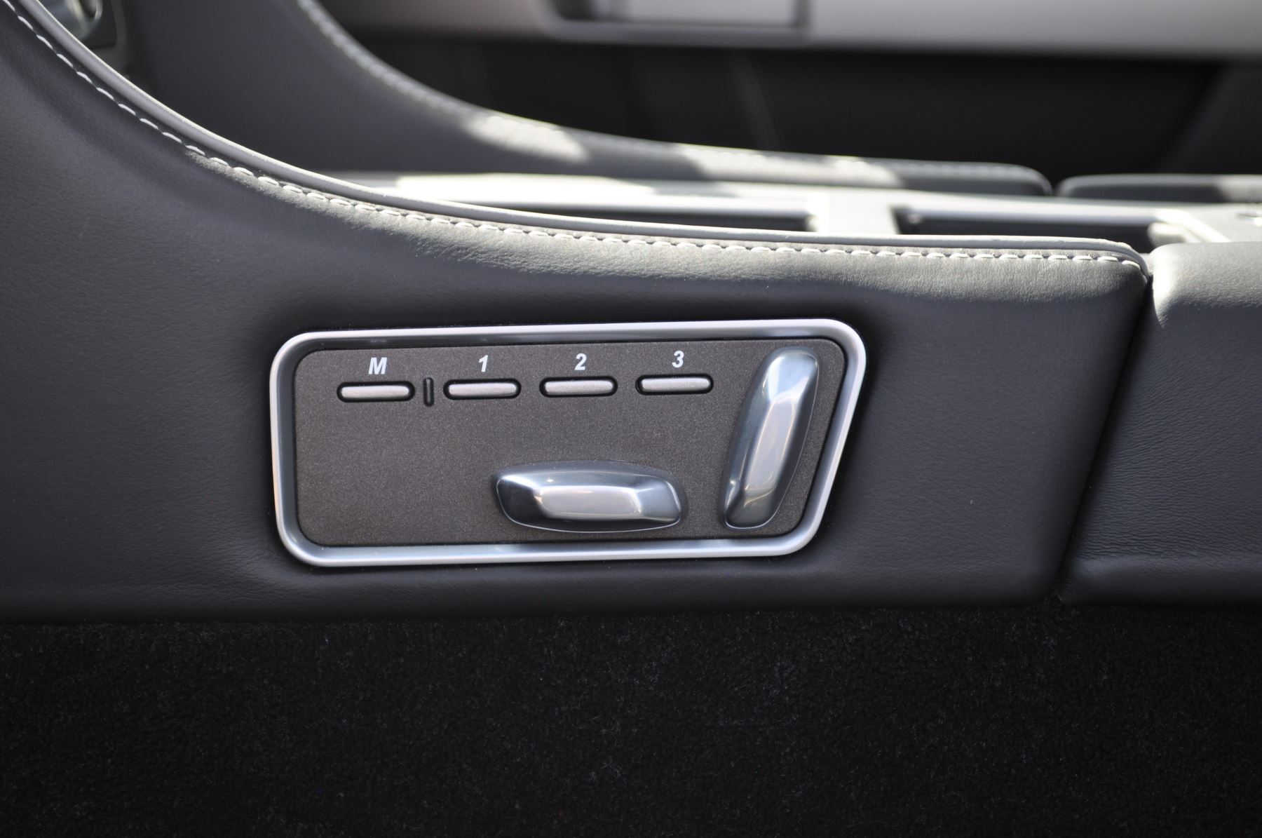 Aston Martin DB9 V12 2dr Touchtronic image 38