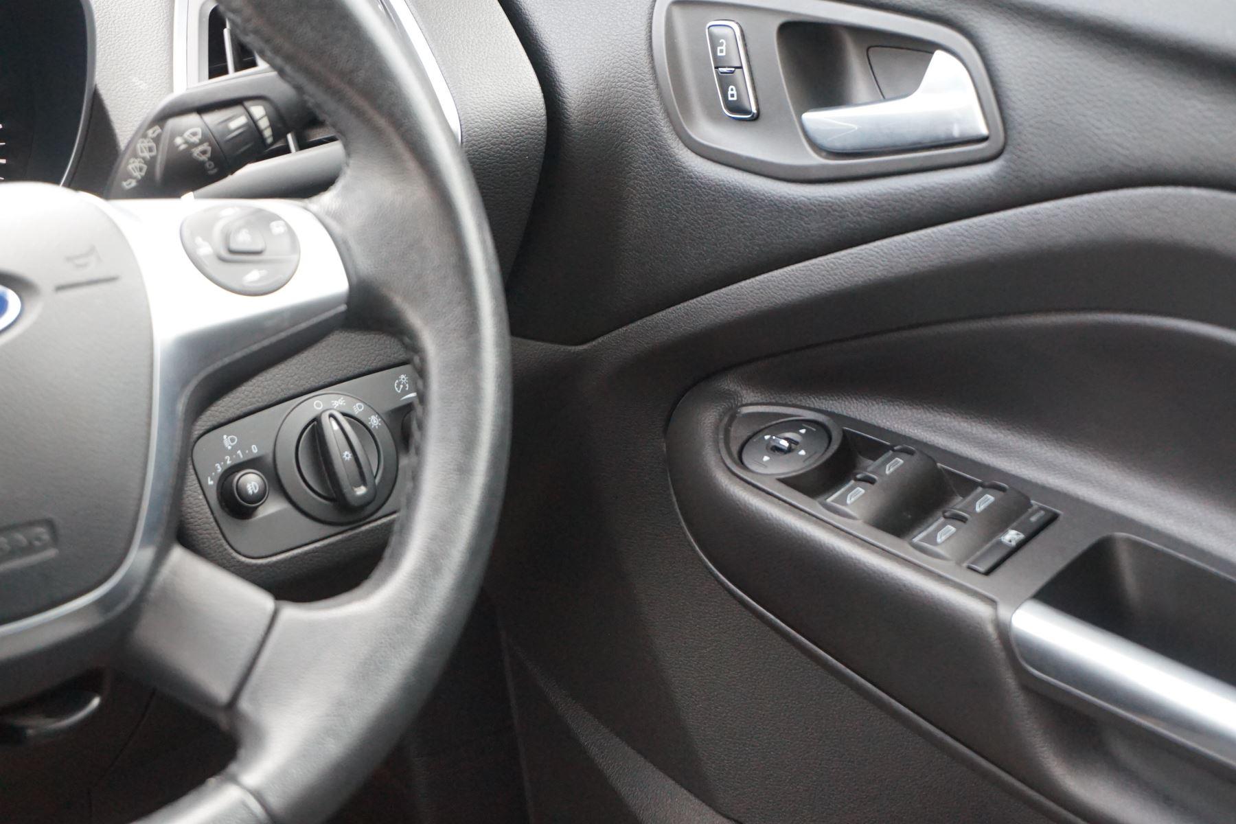 Ford Kuga 2.0 TDCi Titanium 2WD image 14