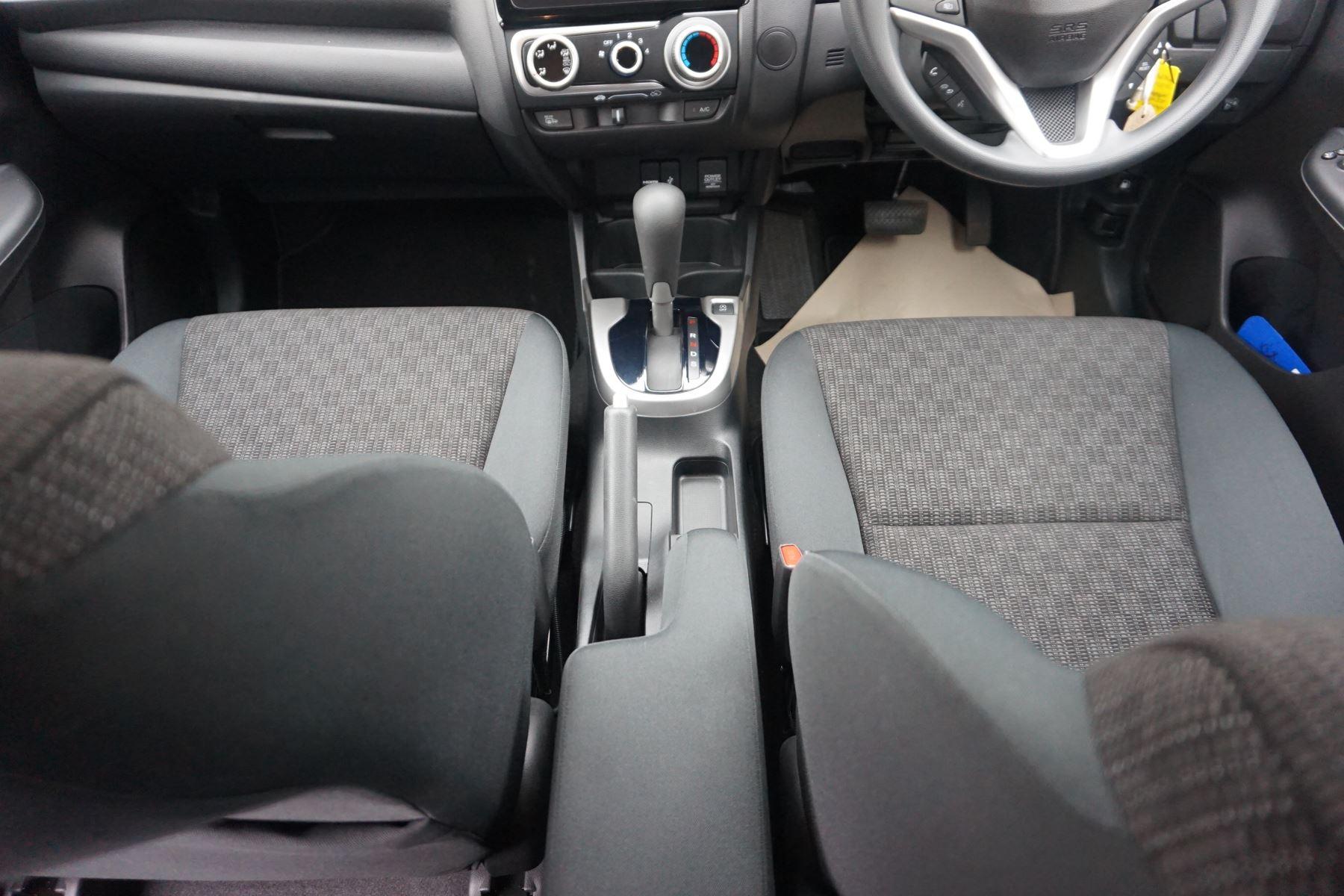Honda Jazz 1.3 SE Navi CVT image 15