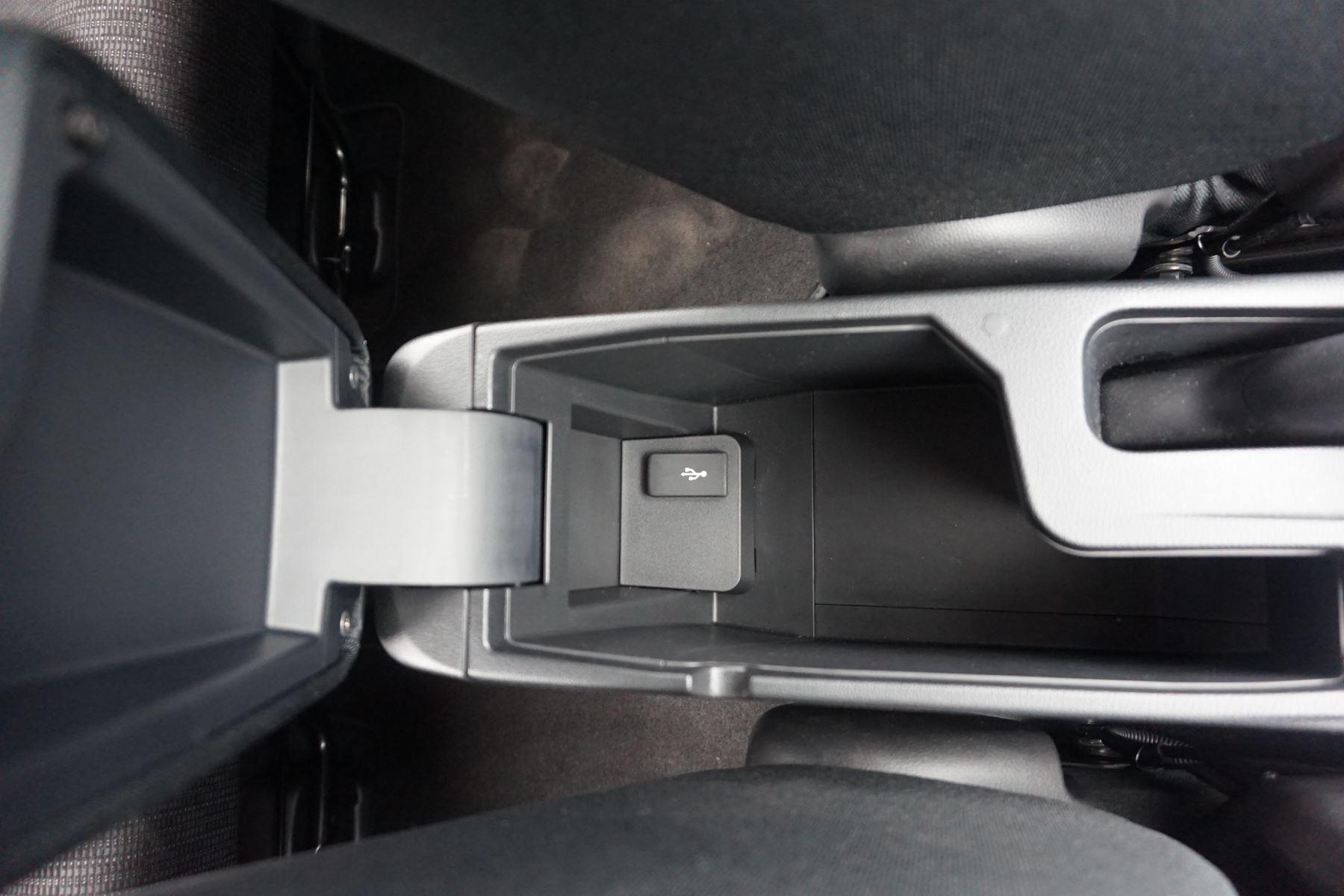 Honda Jazz 1.3 SE Navi CVT image 22