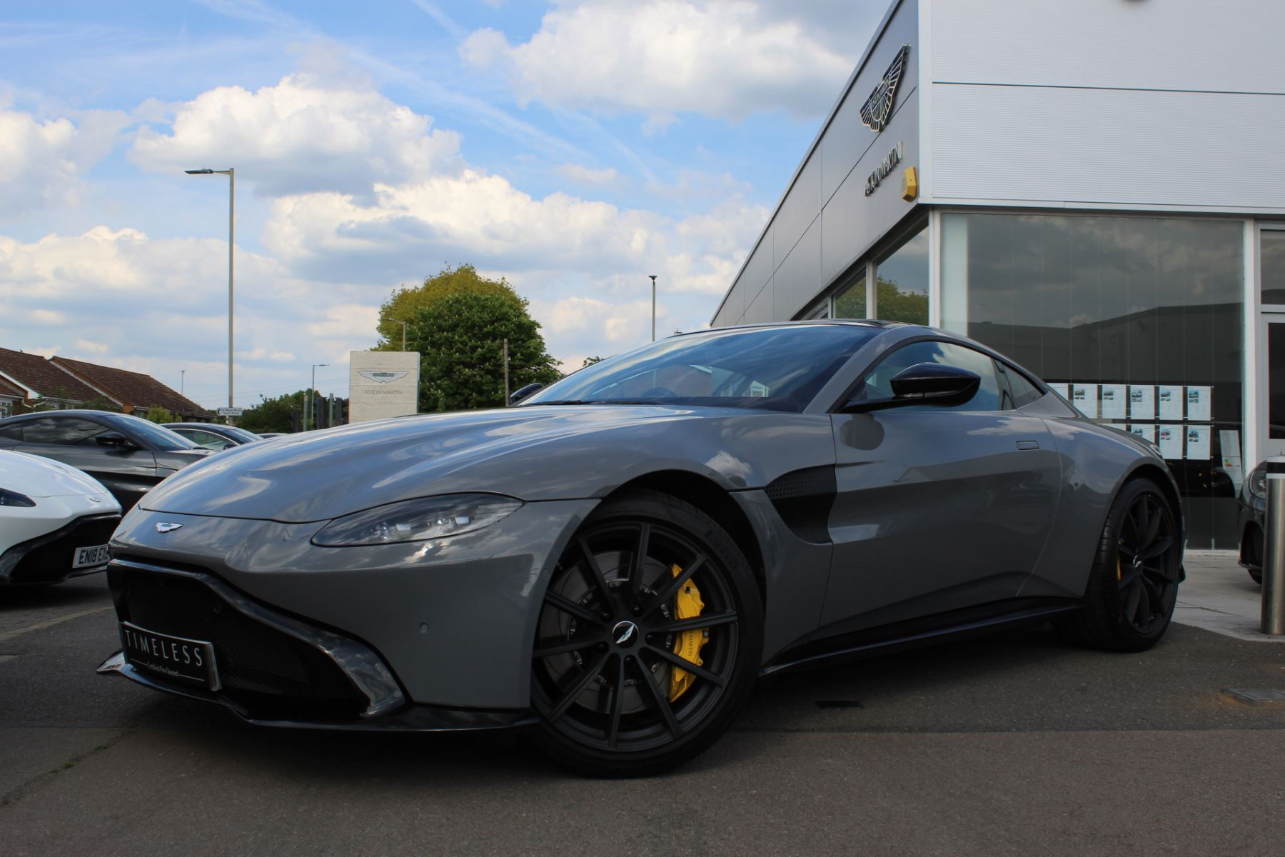 Aston Martin V8 Vantage Coupe 2dr ZF 8 Speed image 1