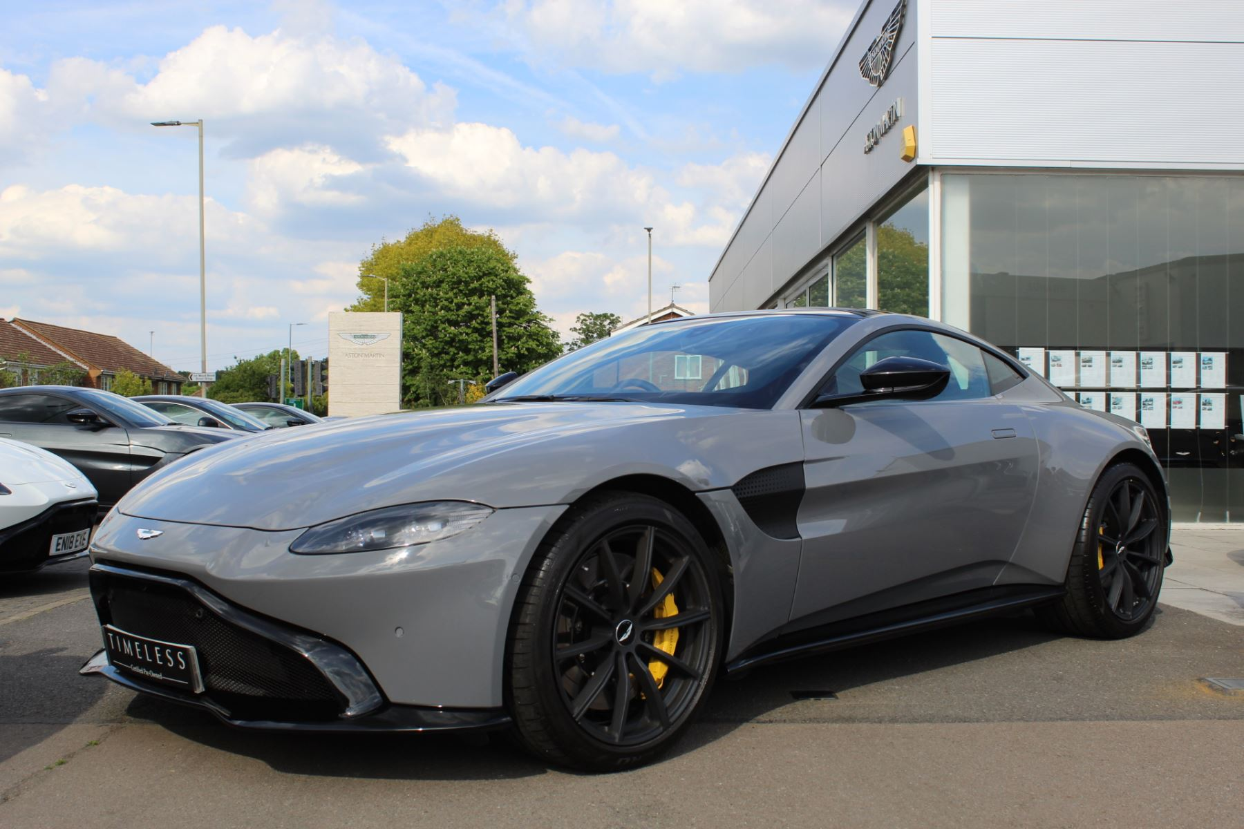 Aston Martin V8 Vantage Coupe 2dr ZF 8 Speed image 3