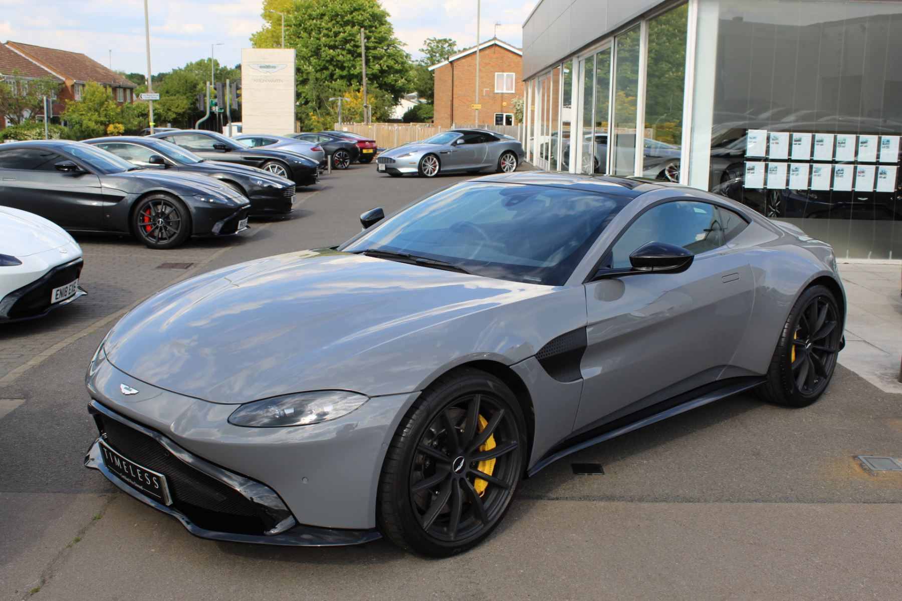 Aston Martin V8 Vantage Coupe 2dr ZF 8 Speed image 4