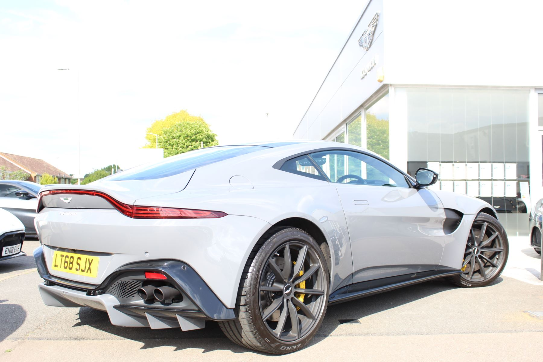 Aston Martin V8 Vantage Coupe 2dr ZF 8 Speed image 18