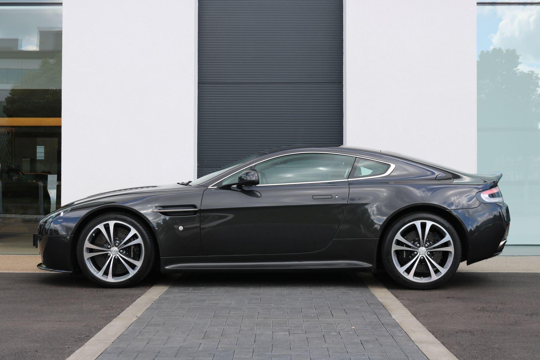 Aston Martin V12 Vantage 2dr image 3