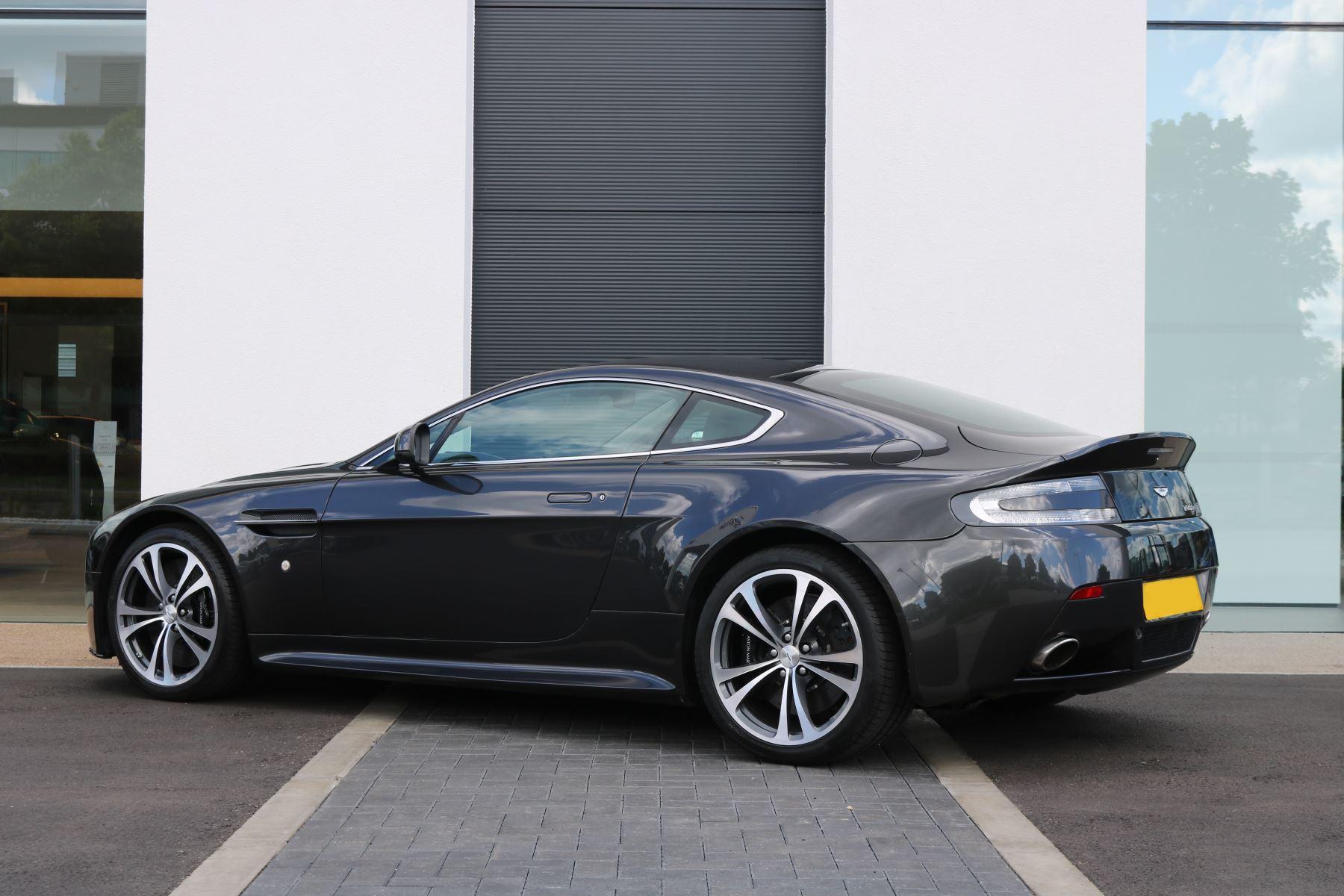 Aston Martin V12 Vantage 2dr image 4