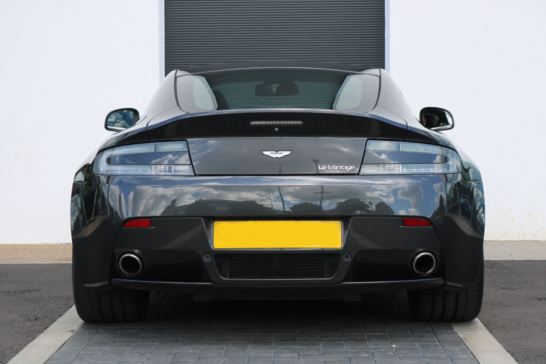 Aston Martin V12 Vantage 2dr image 5