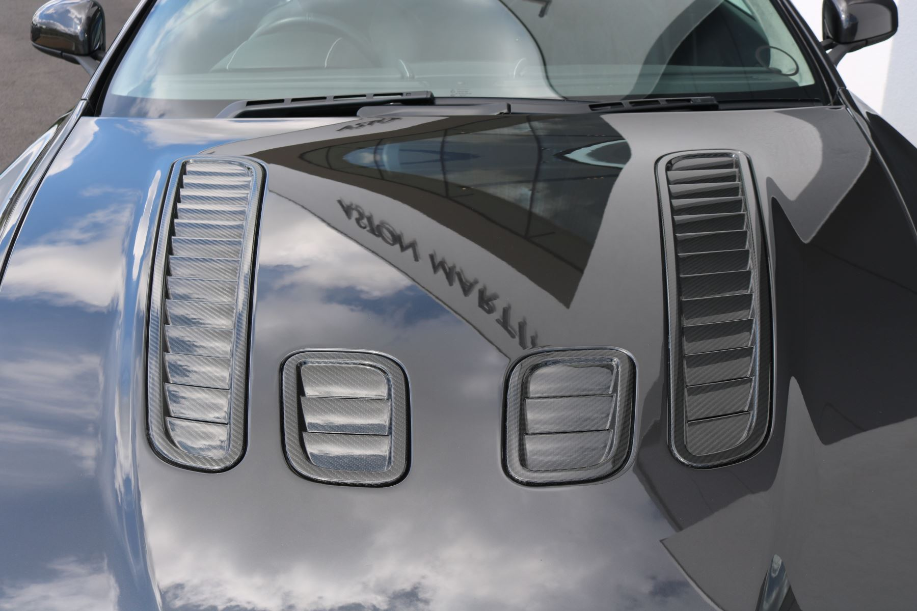Aston Martin V12 Vantage 2dr image 11