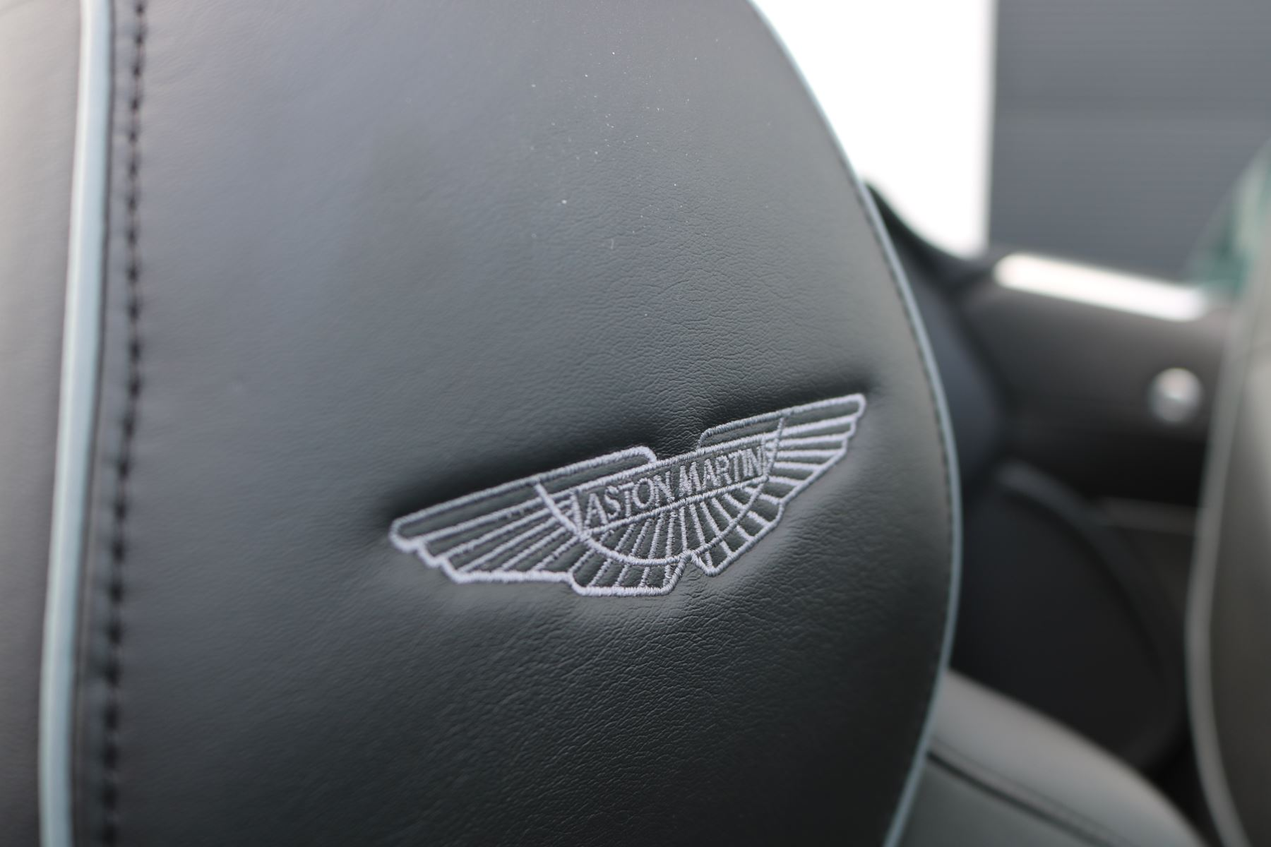 Aston Martin Virage V12 2dr Volante Touchtronic image 17