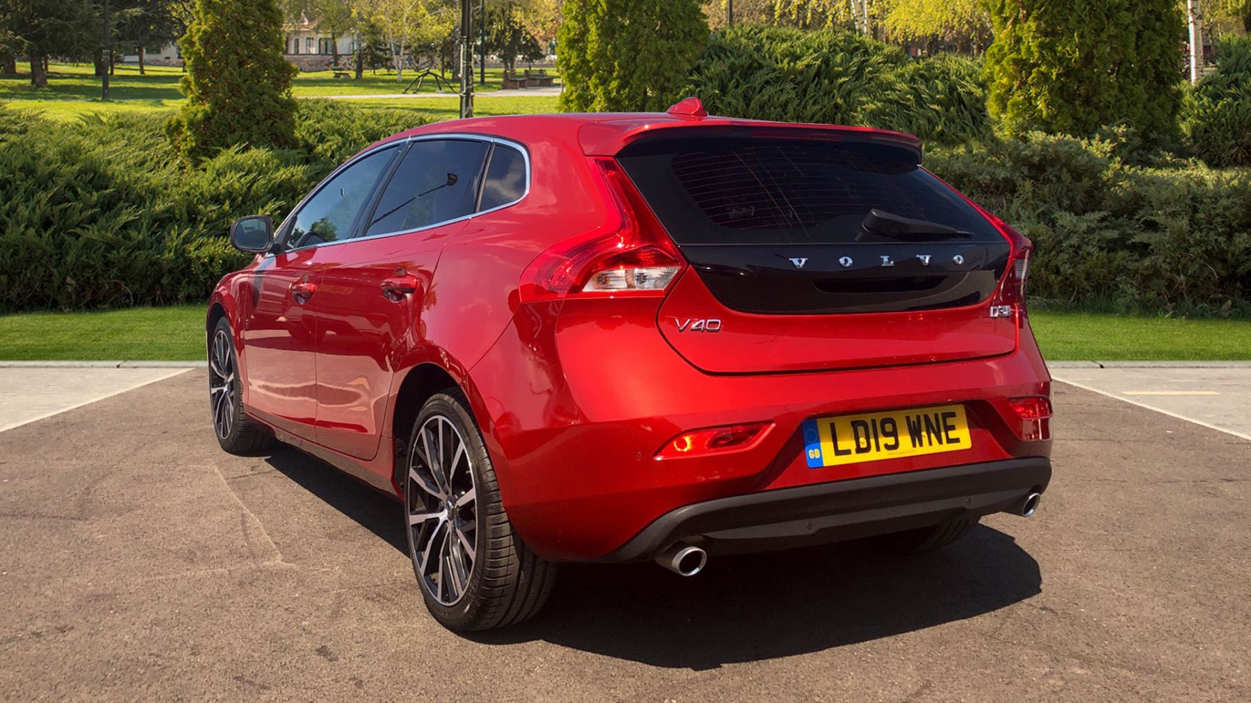 Volvo V40 D3 Euro 6 150hp Inscription Nav Auto with Panoramic Glass Roof,  Winter Plus & Xenium Pack 2 0 Diesel Automatic 5 door Hatchback (2019)