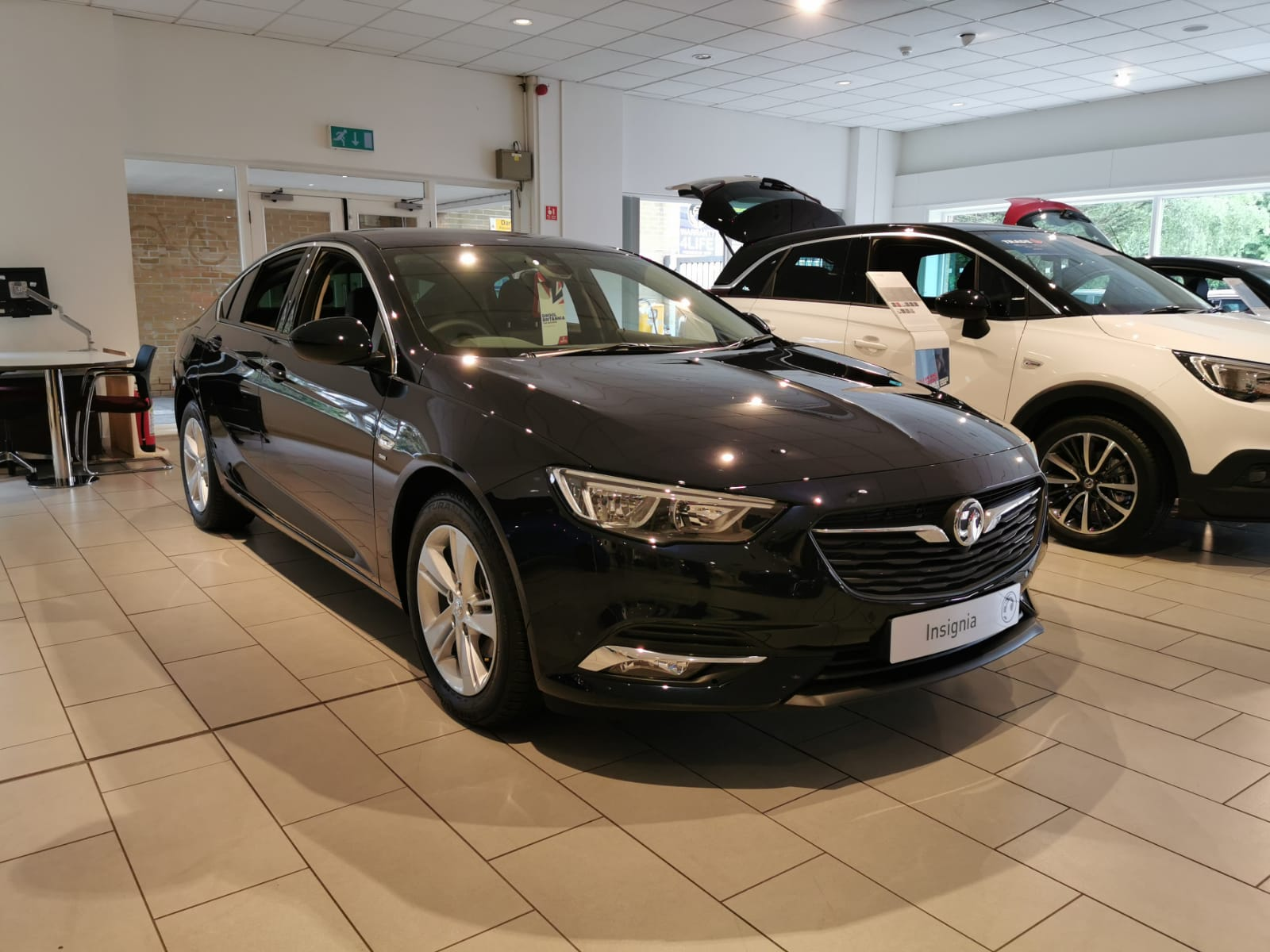 Vauxhall Insignia 1.5T SRi 5dr image 1