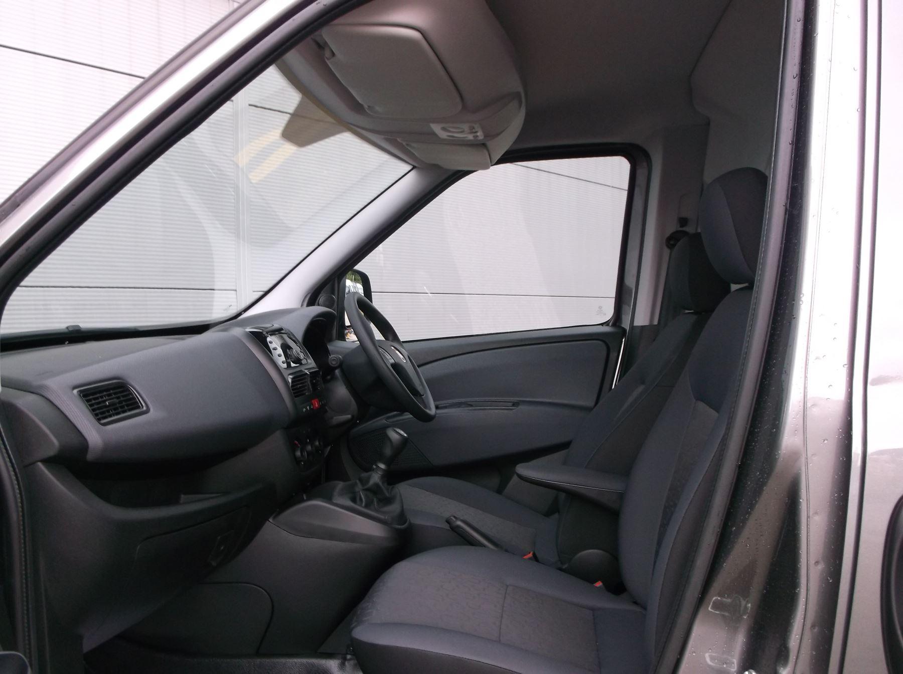 Fiat Doblo Cargo MAXI L2 DIESEL Multijet 16V Tecnico 1.6 105bhp   Aircon Cruise Rev sensors  Euro 6 image 6