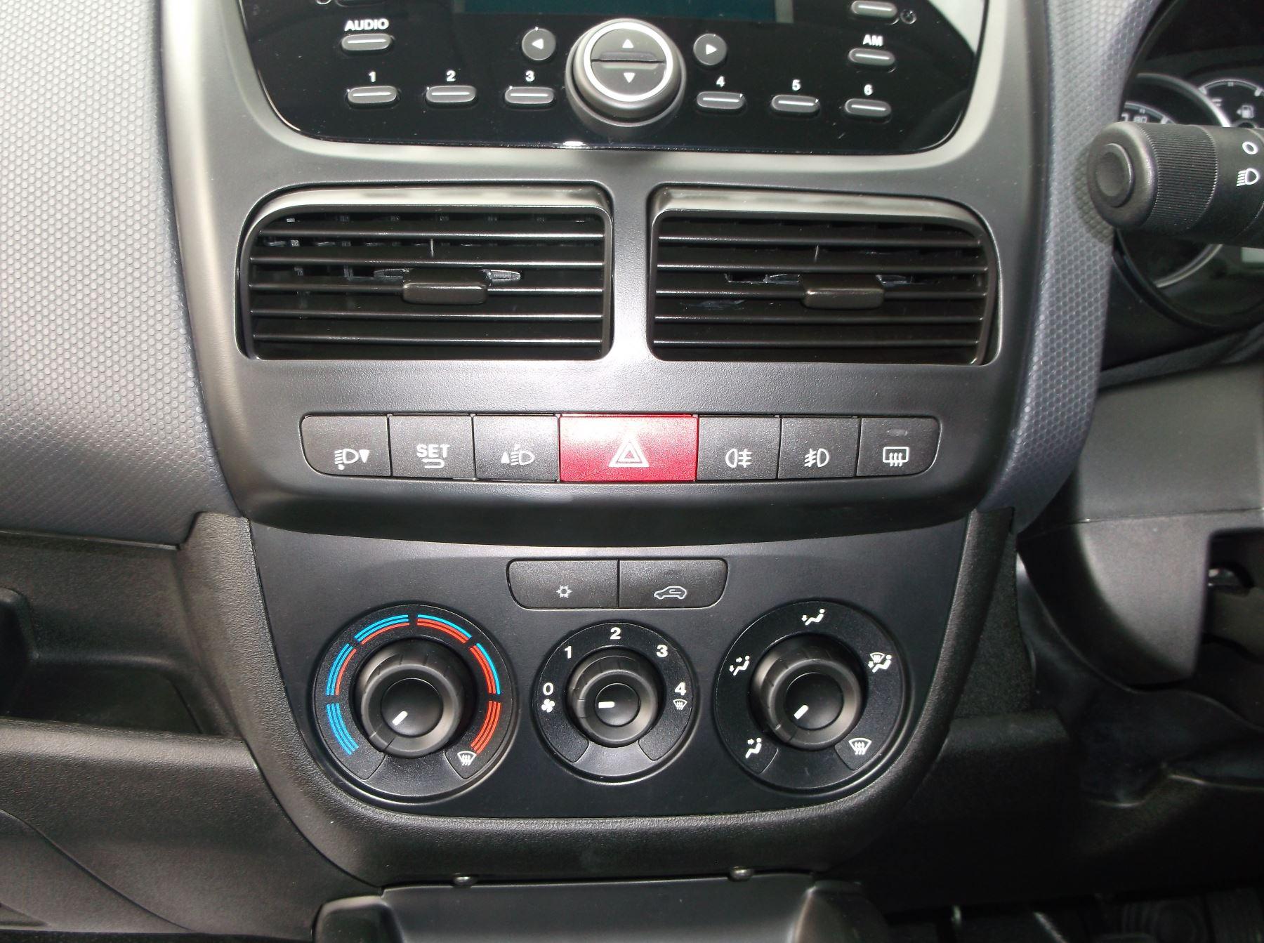 Fiat Doblo Cargo MAXI L2 DIESEL Multijet 16V Tecnico 1.6 105bhp   Aircon Cruise Rev sensors  Euro 6 image 9