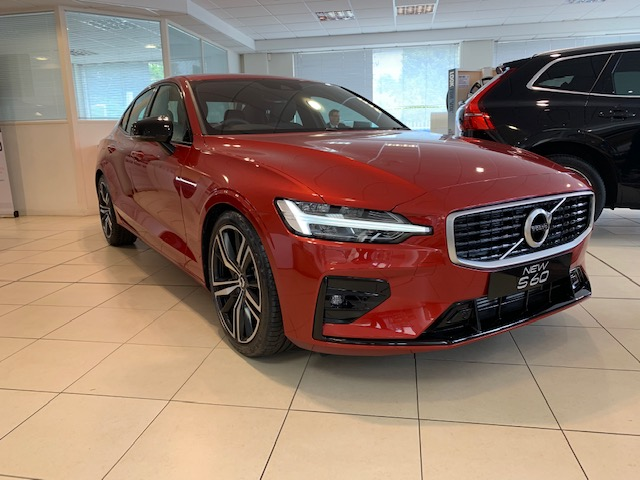 Volvo S60 2.0 T5 R Design Edition Auto With. Launch Pack, Rear Camera & Smartphone Integration image 1