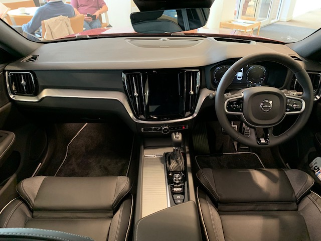 Volvo S60 2.0 T5 R Design Edition Auto With. Launch Pack, Rear Camera & Smartphone Integration image 9