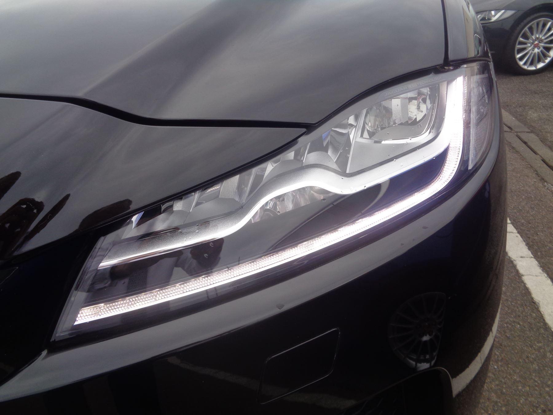Jaguar F-PACE SVR image 4
