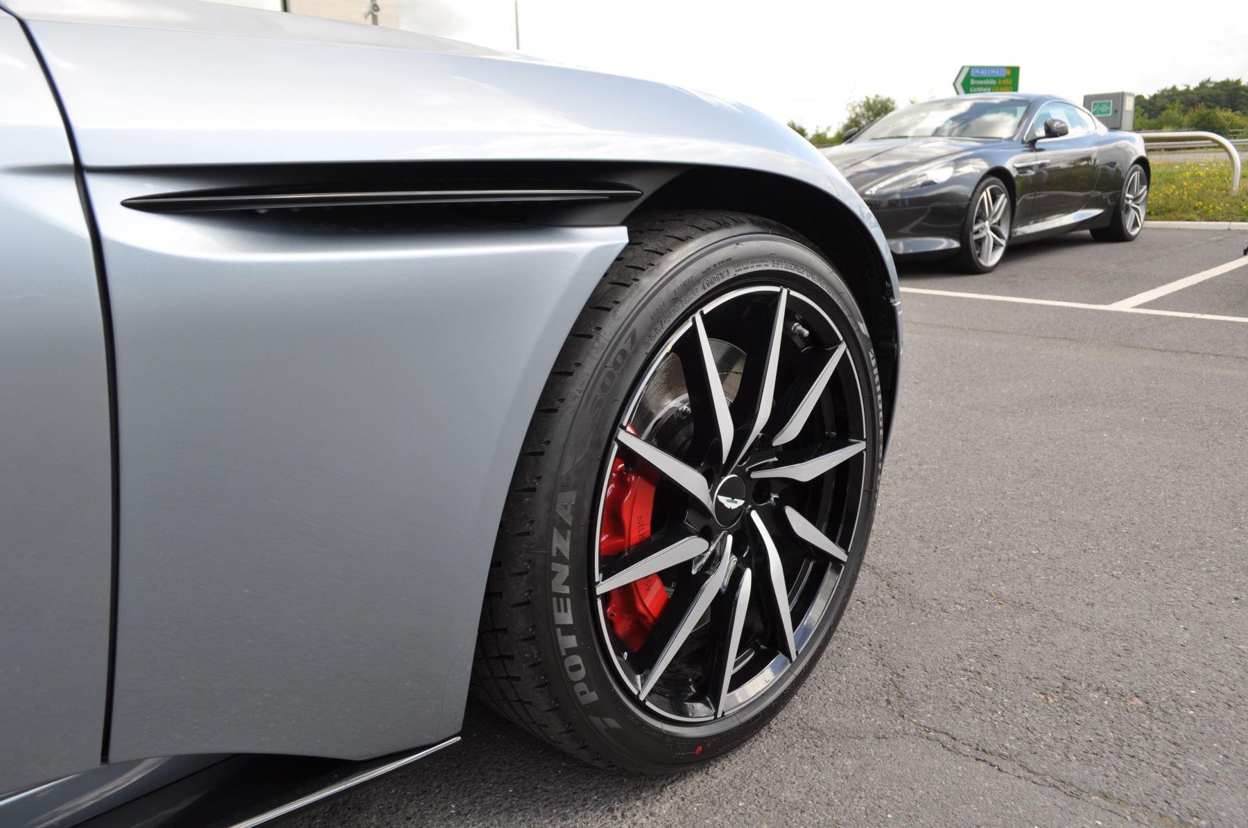 Aston Martin DB11 V8 Touchtronic image 19