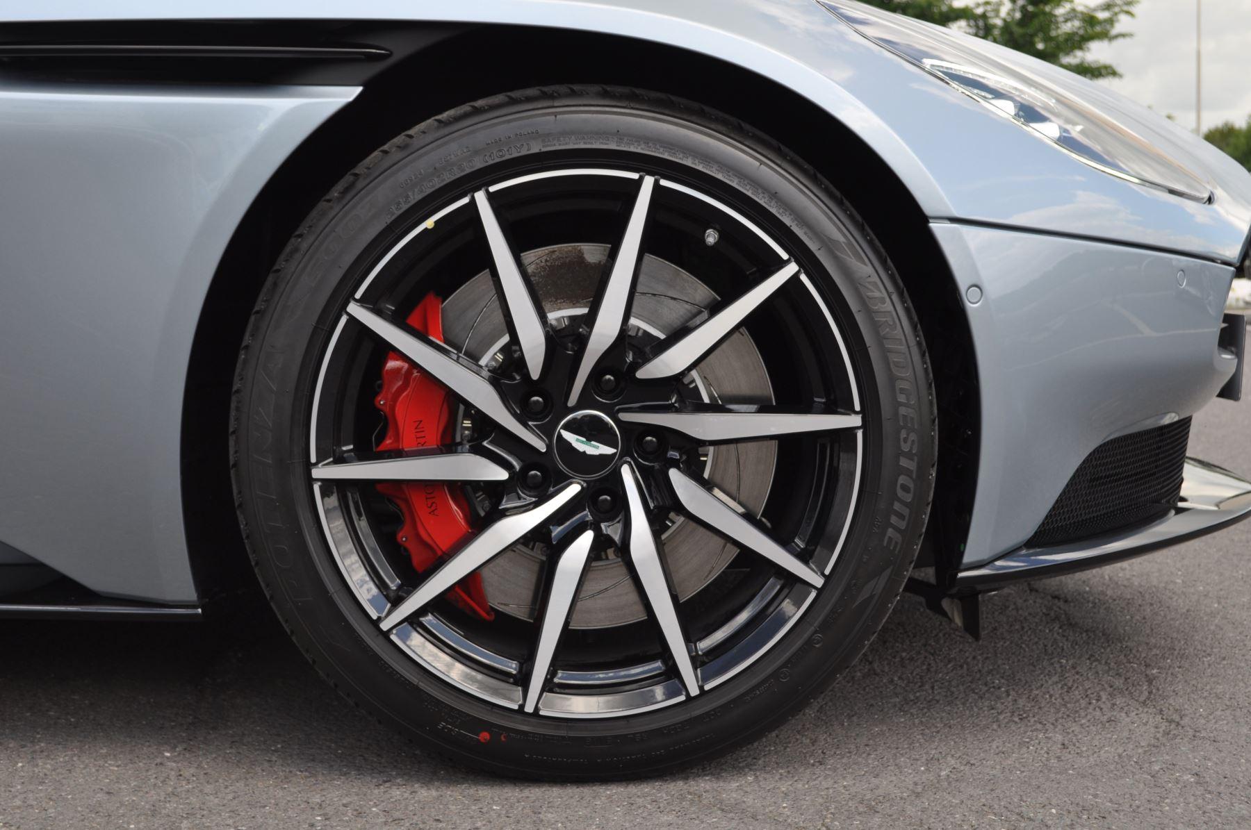 Aston Martin DB11 V8 Touchtronic image 20