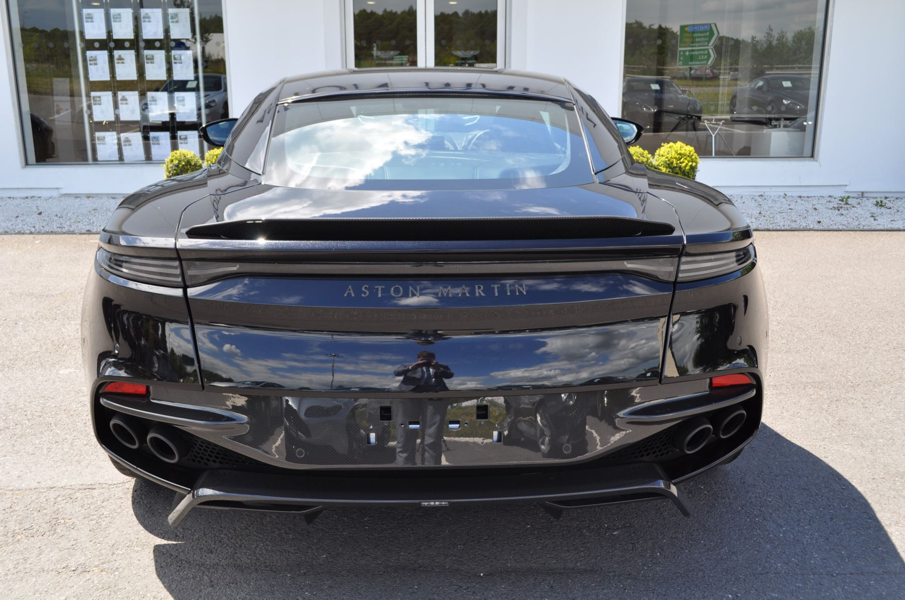 Aston Martin DBS V12 Superleggera Touchtronic image 7