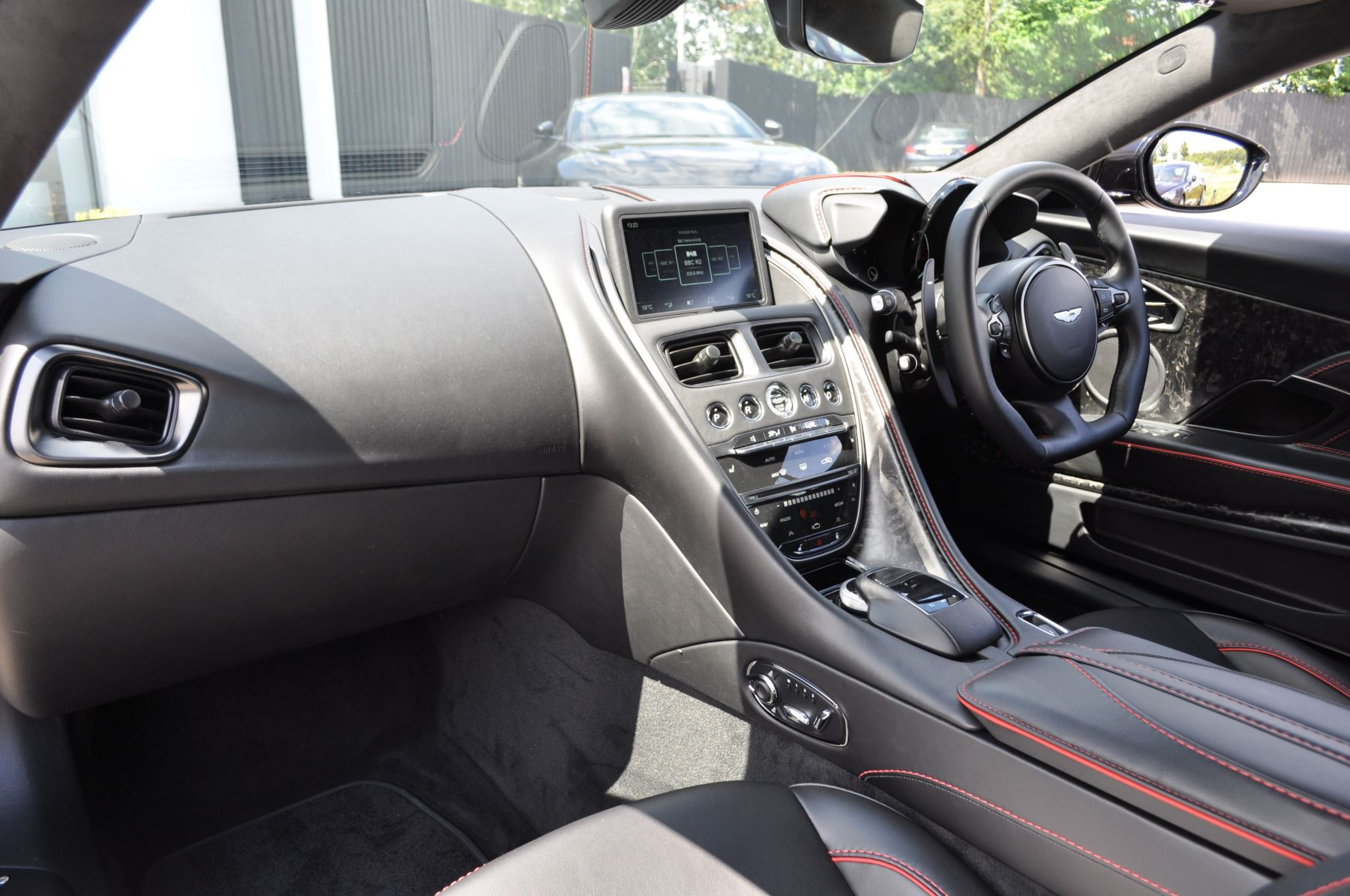 Aston Martin DBS V12 Superleggera Touchtronic image 10