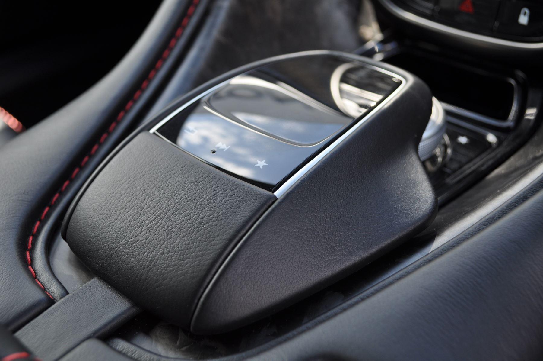 Aston Martin DBS V12 Superleggera Touchtronic image 16