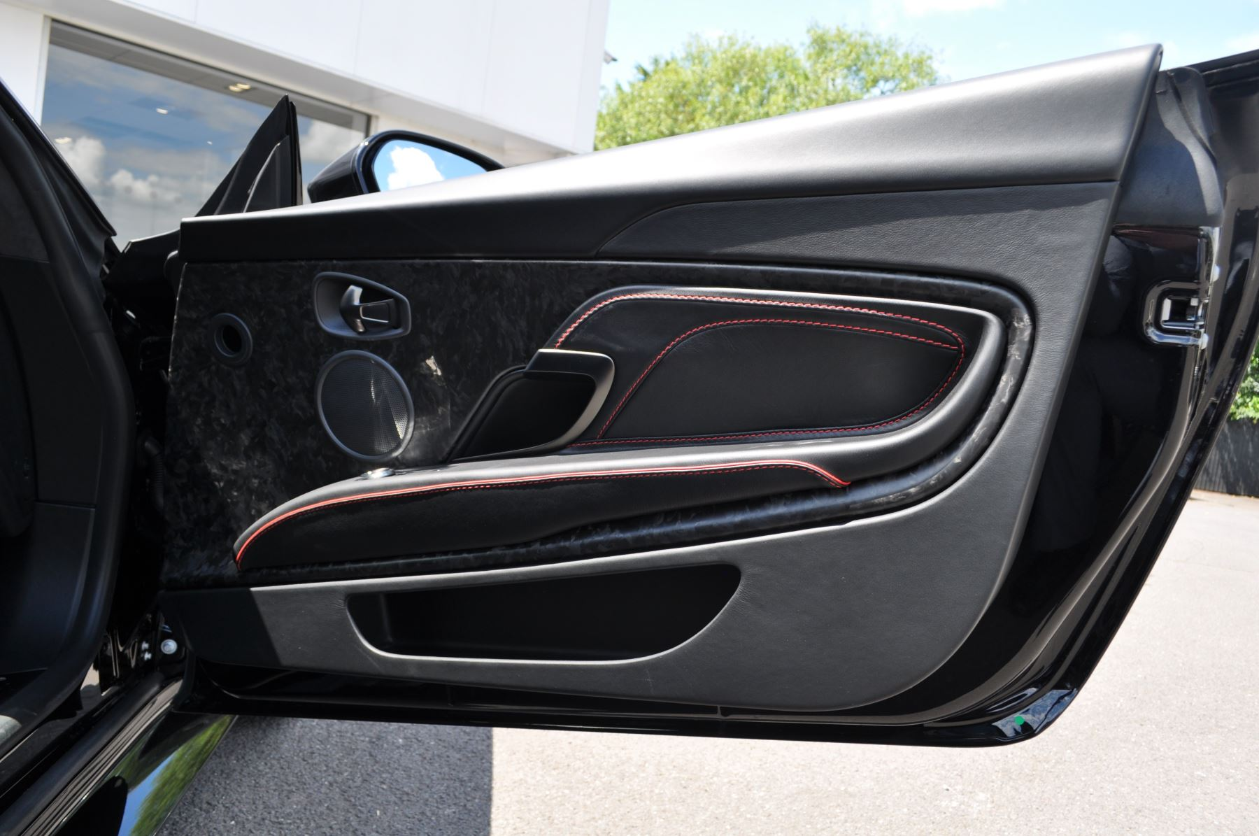 Aston Martin DBS V12 Superleggera Touchtronic image 17