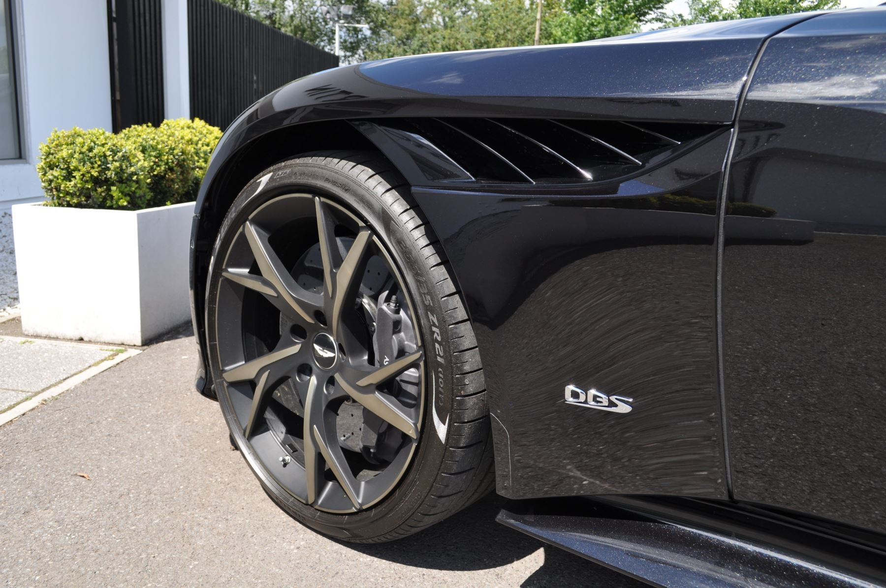 Aston Martin DBS V12 Superleggera Touchtronic image 18