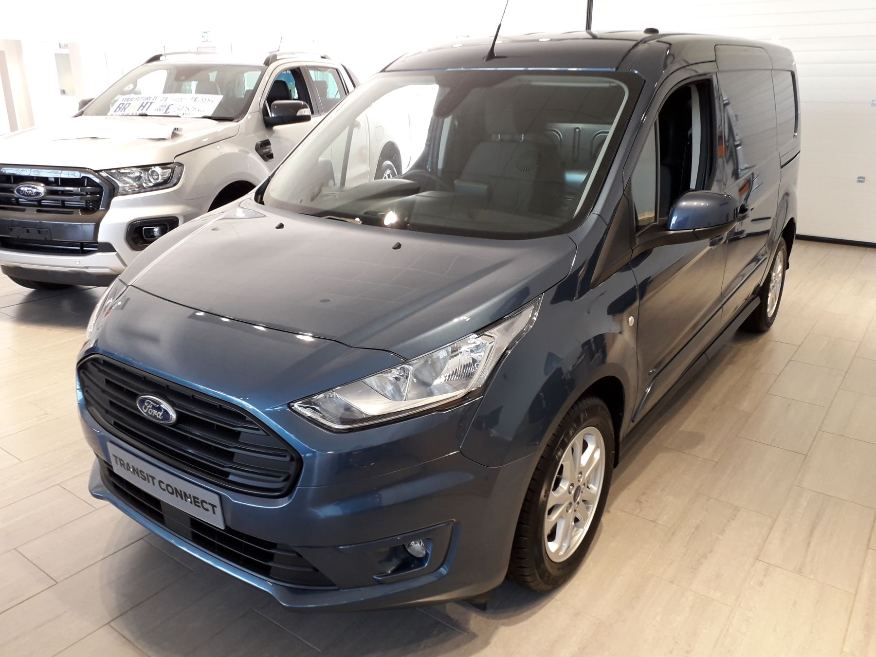 Ford Transit Connect 240 L2 Limited Euro 6 image 3