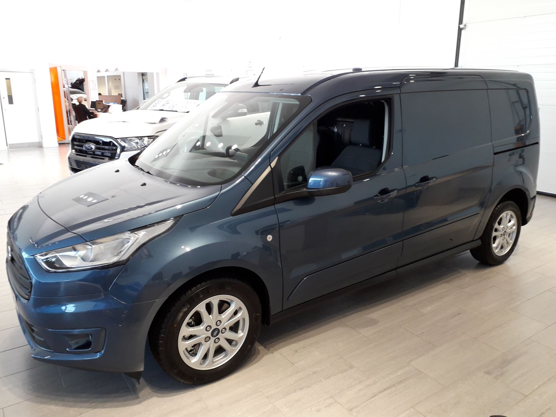 Ford Transit Connect 240 L2 Limited Euro 6 image 4