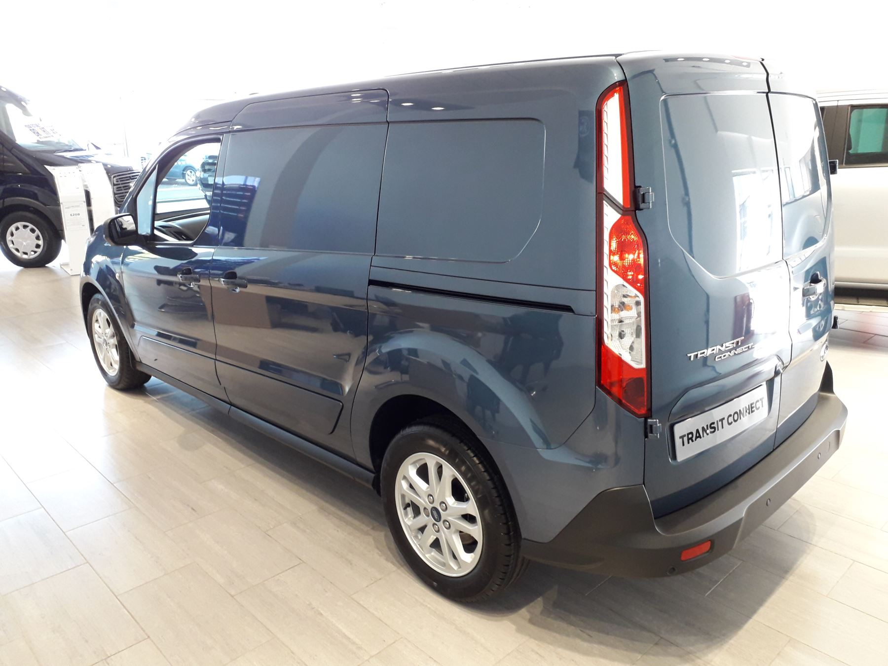 Ford Transit Connect 240 L2 Limited Euro 6 image 5