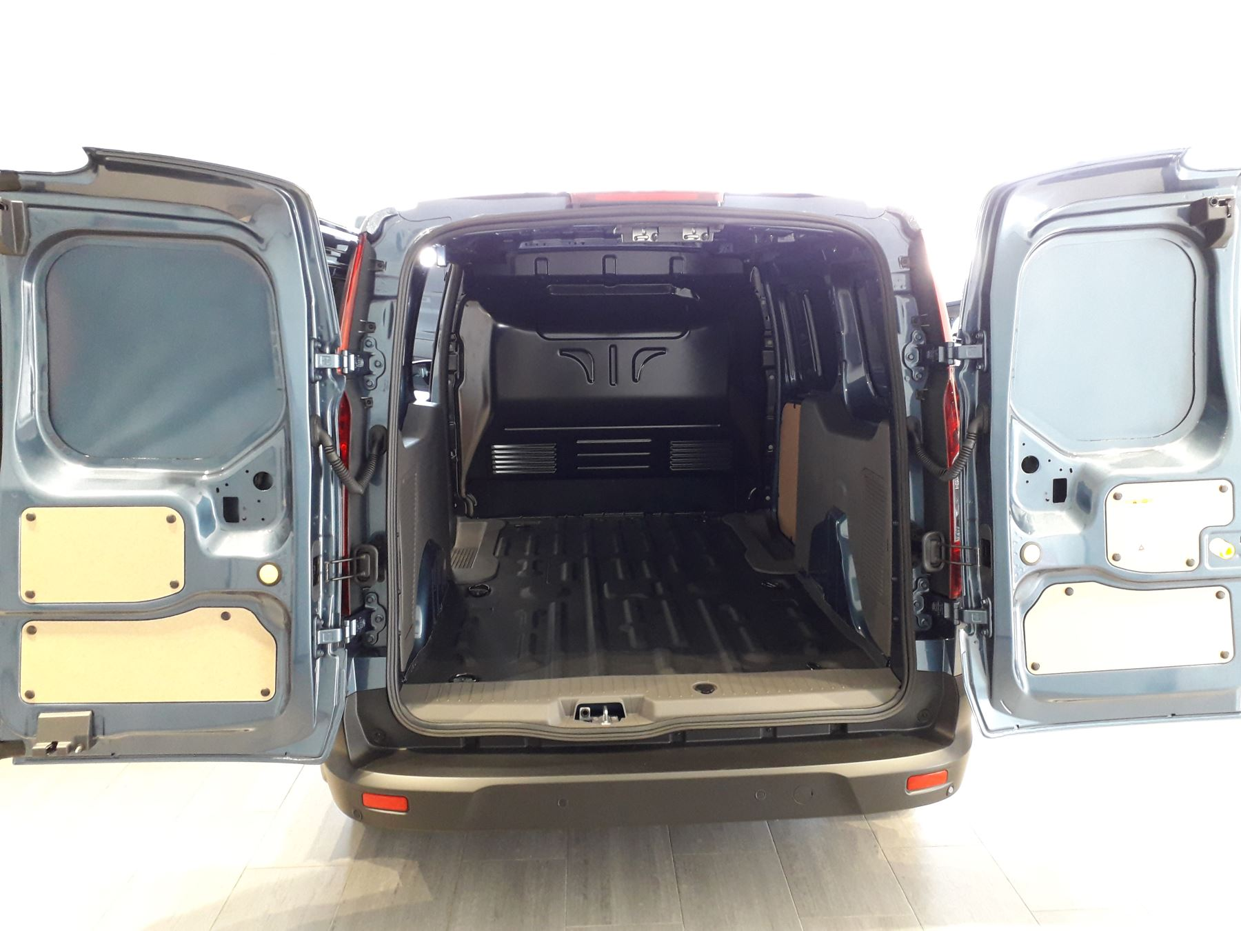 Ford Transit Connect 240 L2 Limited Euro 6 image 8
