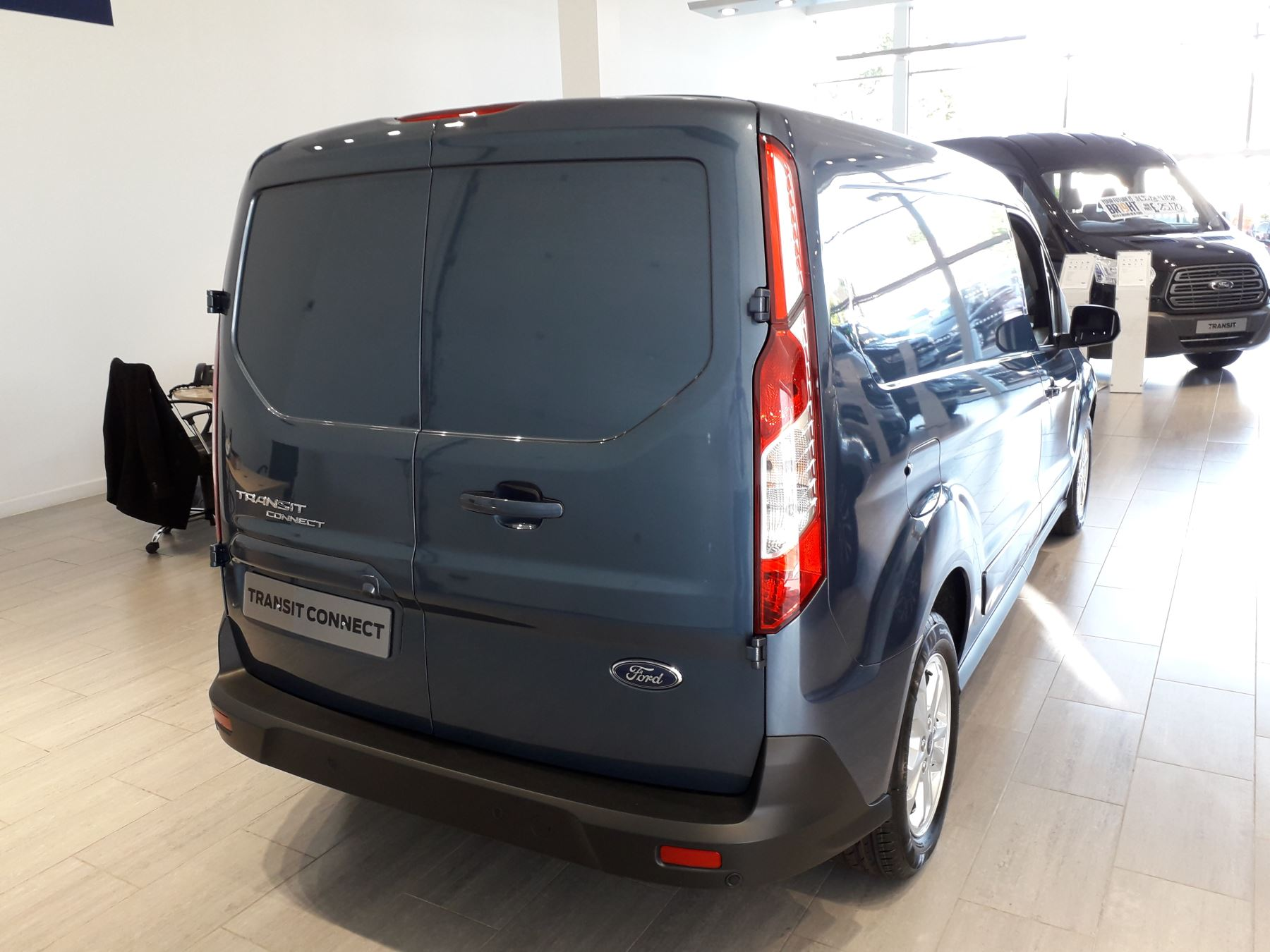 Ford Transit Connect 240 L2 Limited Euro 6 image 9