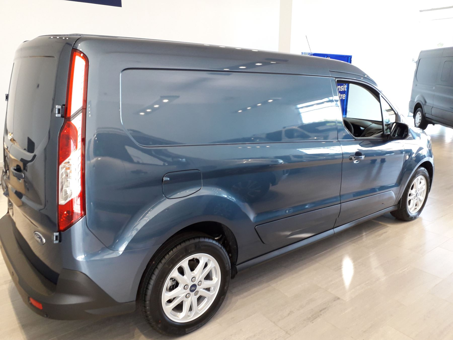 Ford Transit Connect 240 L2 Limited Euro 6 image 10