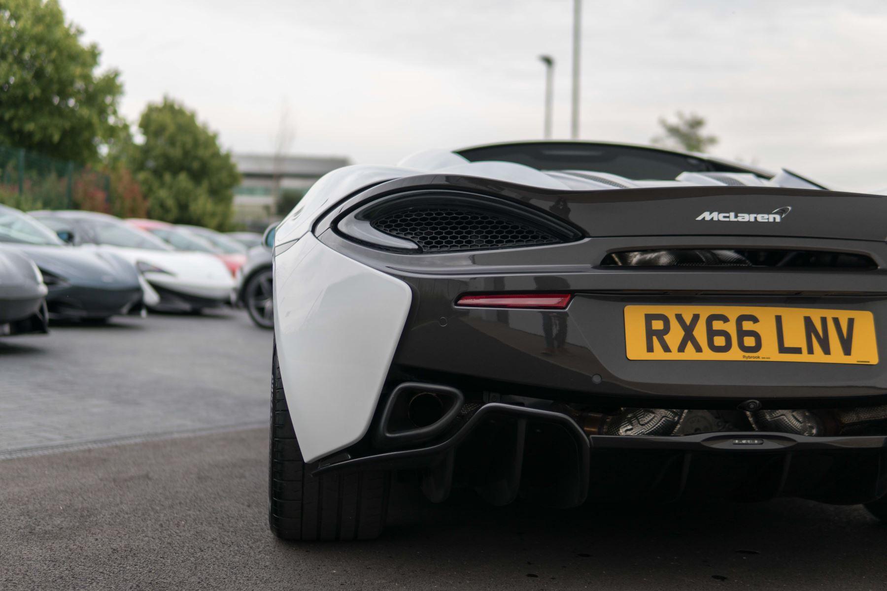 McLaren 570S Coupe V8 2dr SSG Auto Coupe image 14