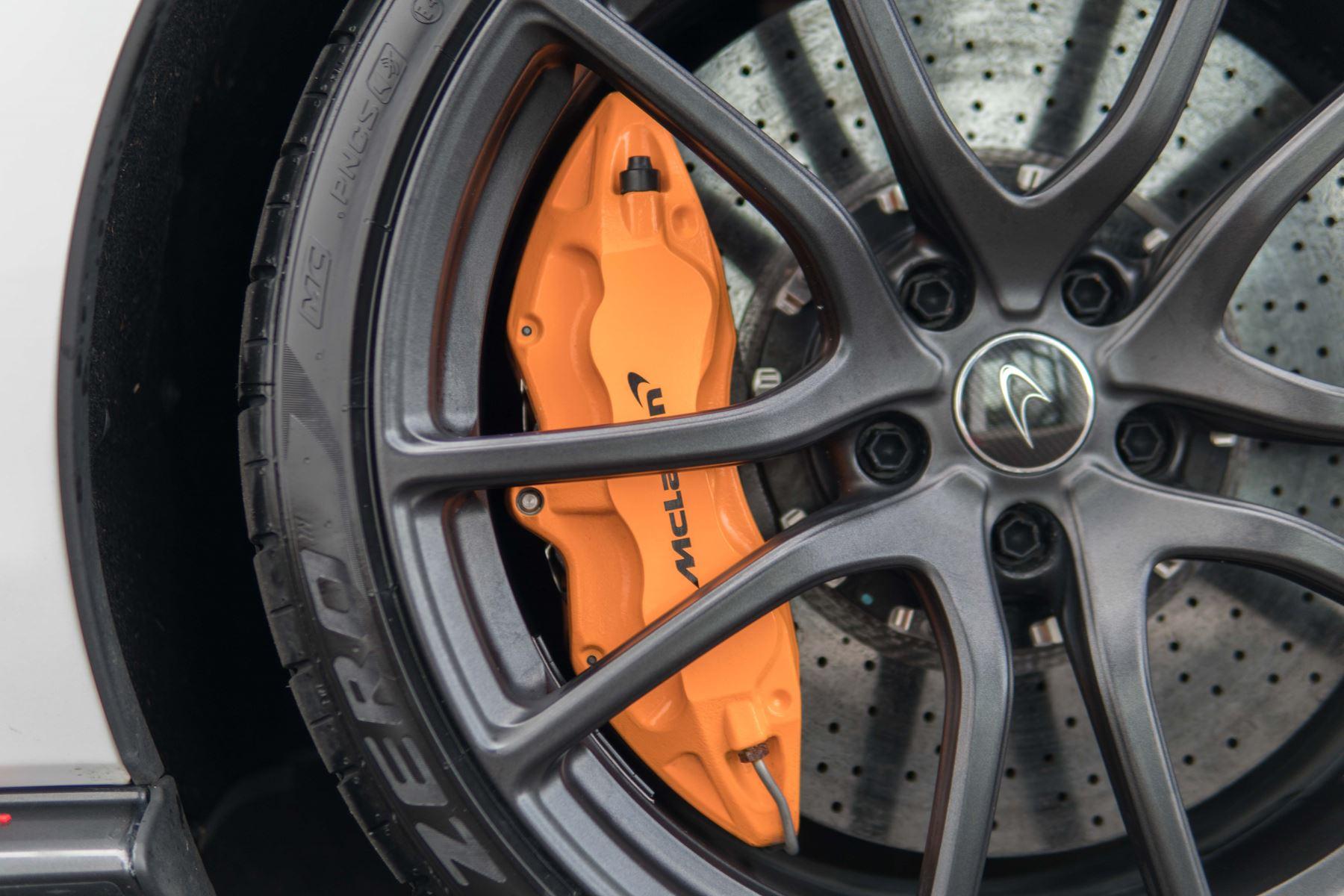 McLaren 570S Coupe V8 2dr SSG Auto Coupe image 16
