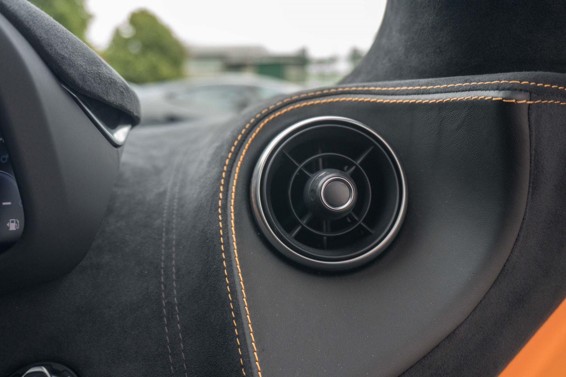 McLaren 570S Coupe V8 2dr SSG Auto Coupe image 41