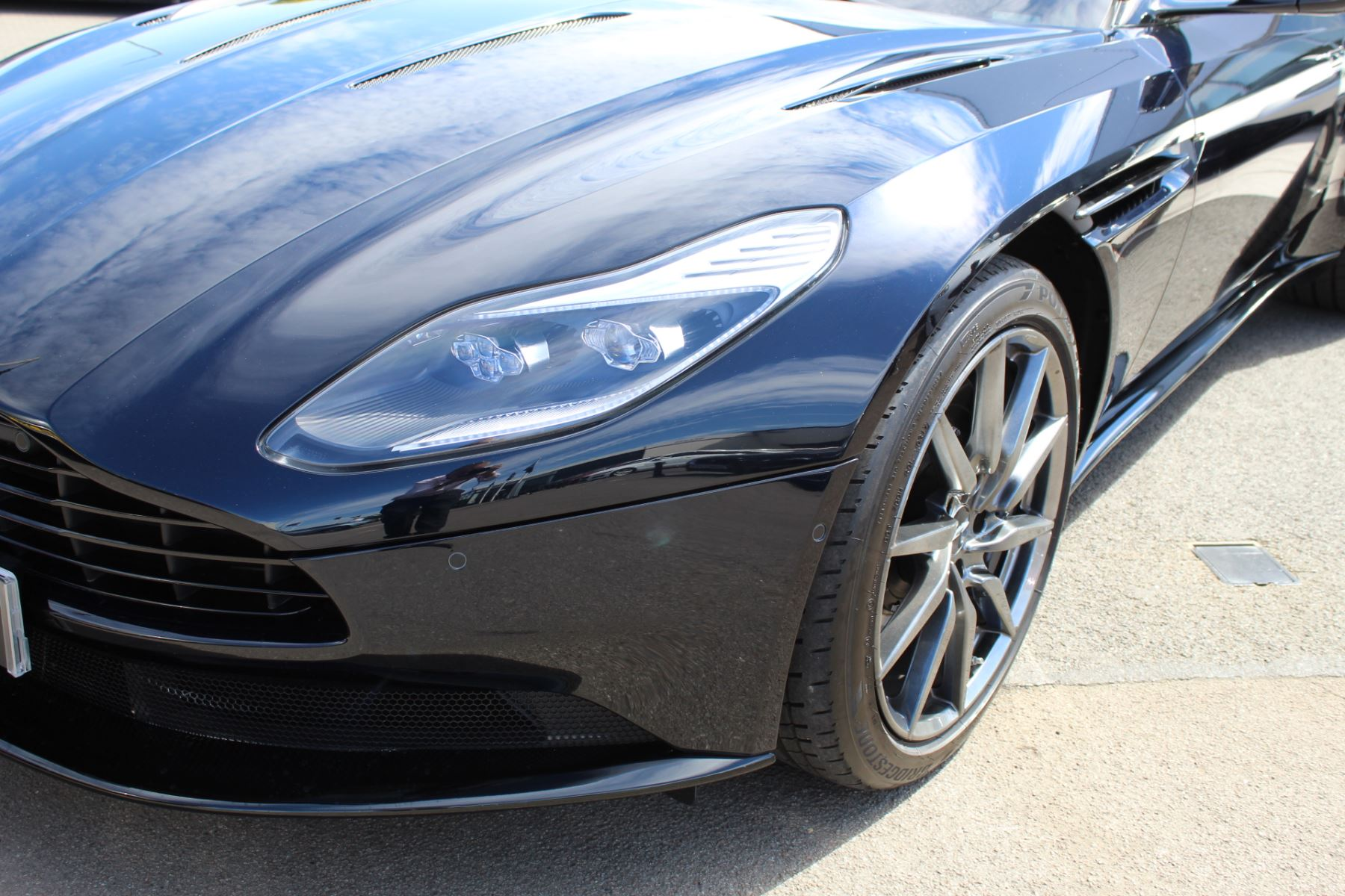 Aston Martin DB11 V12 2dr Touchtronic image 5