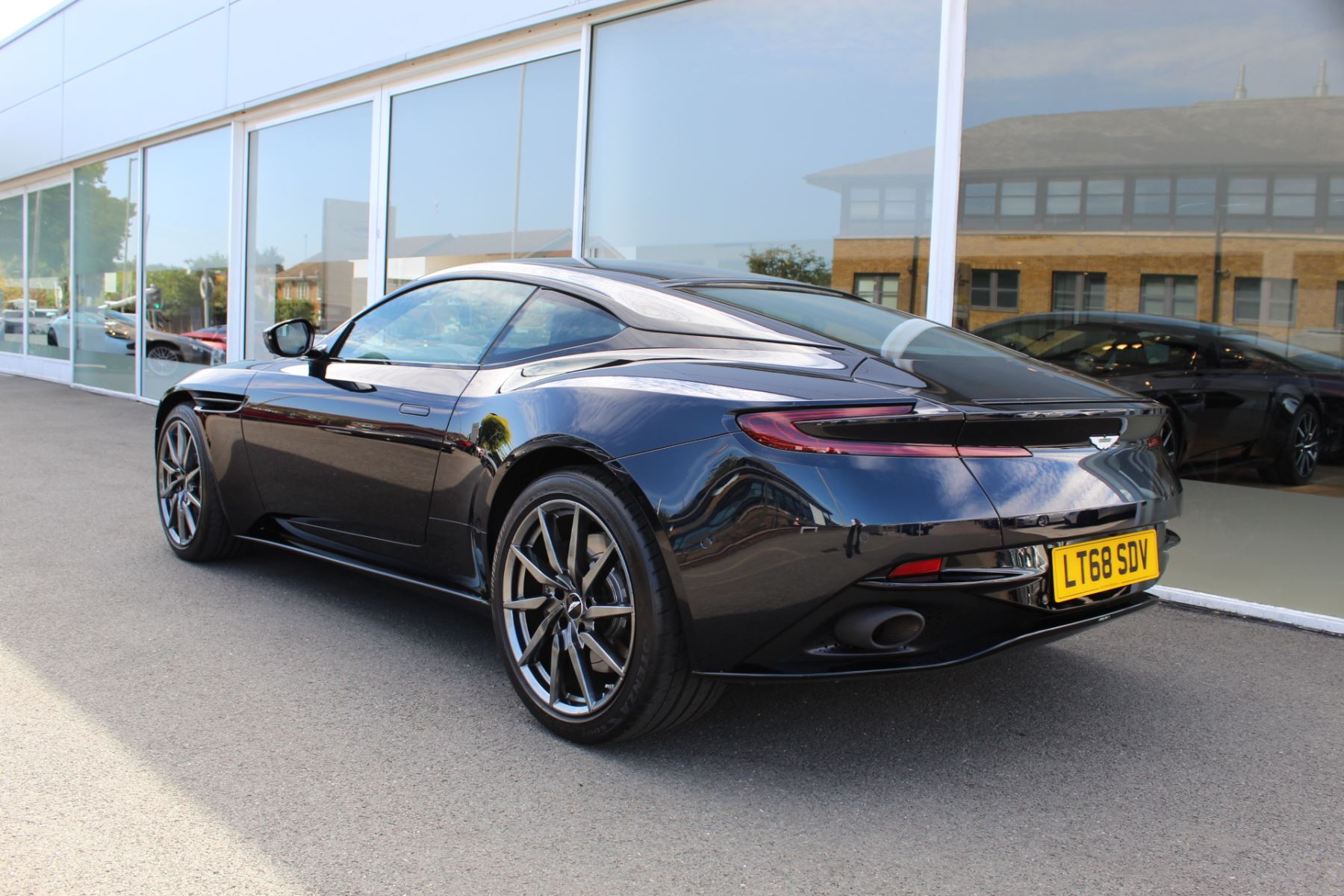 Aston Martin DB11 V12 2dr Touchtronic image 24