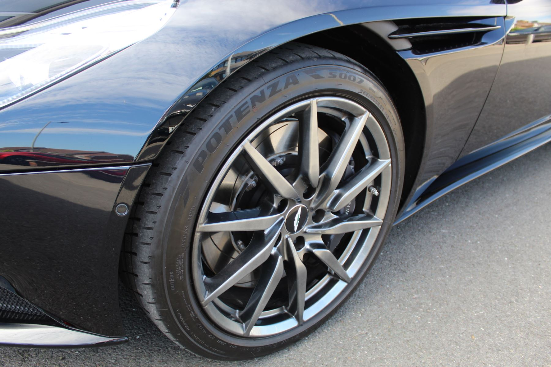 Aston Martin DB11 V12 2dr Touchtronic image 27
