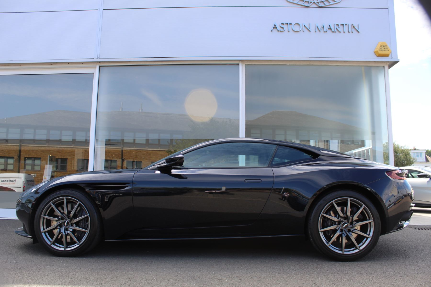 Aston Martin DB11 V12 2dr Touchtronic image 25
