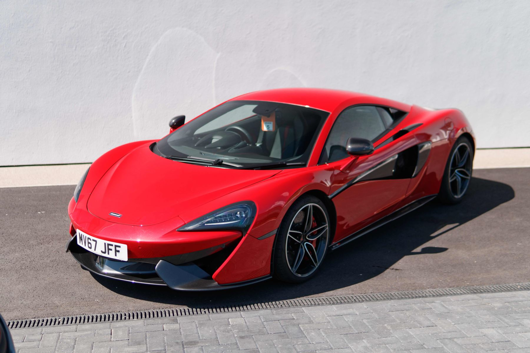 McLaren 570S Coupe Coupe  image 1