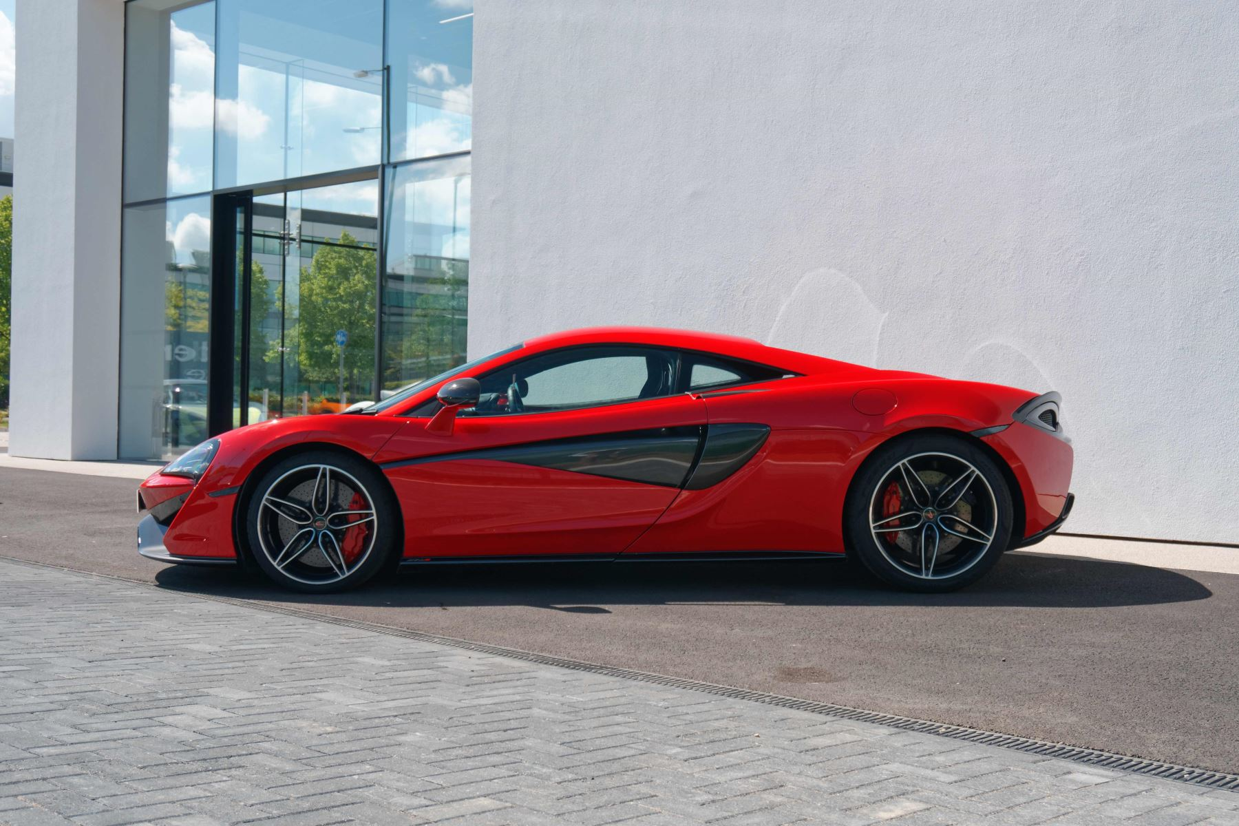 McLaren 570S Coupe Coupe  image 6