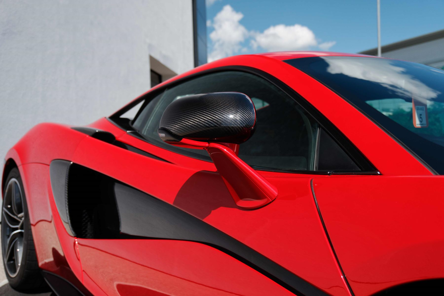 McLaren 570S Coupe Coupe  image 10