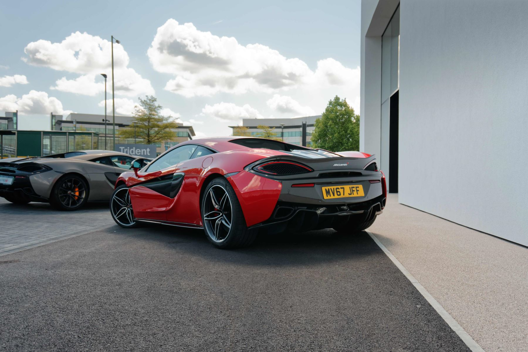 McLaren 570S Coupe Coupe  image 23